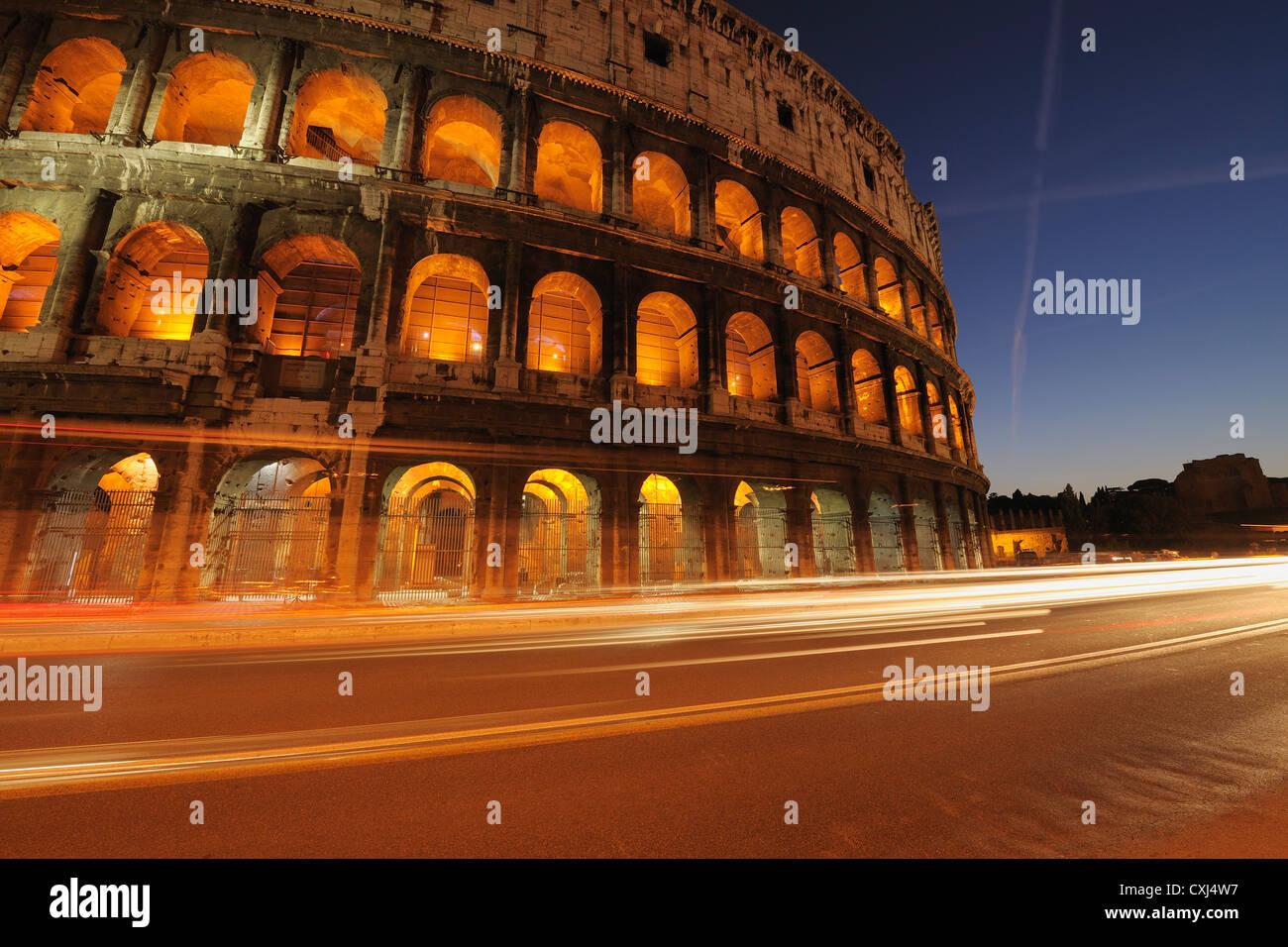 Europa, Italia, Roma, Vista del coliseo en la noche Imagen De Stock