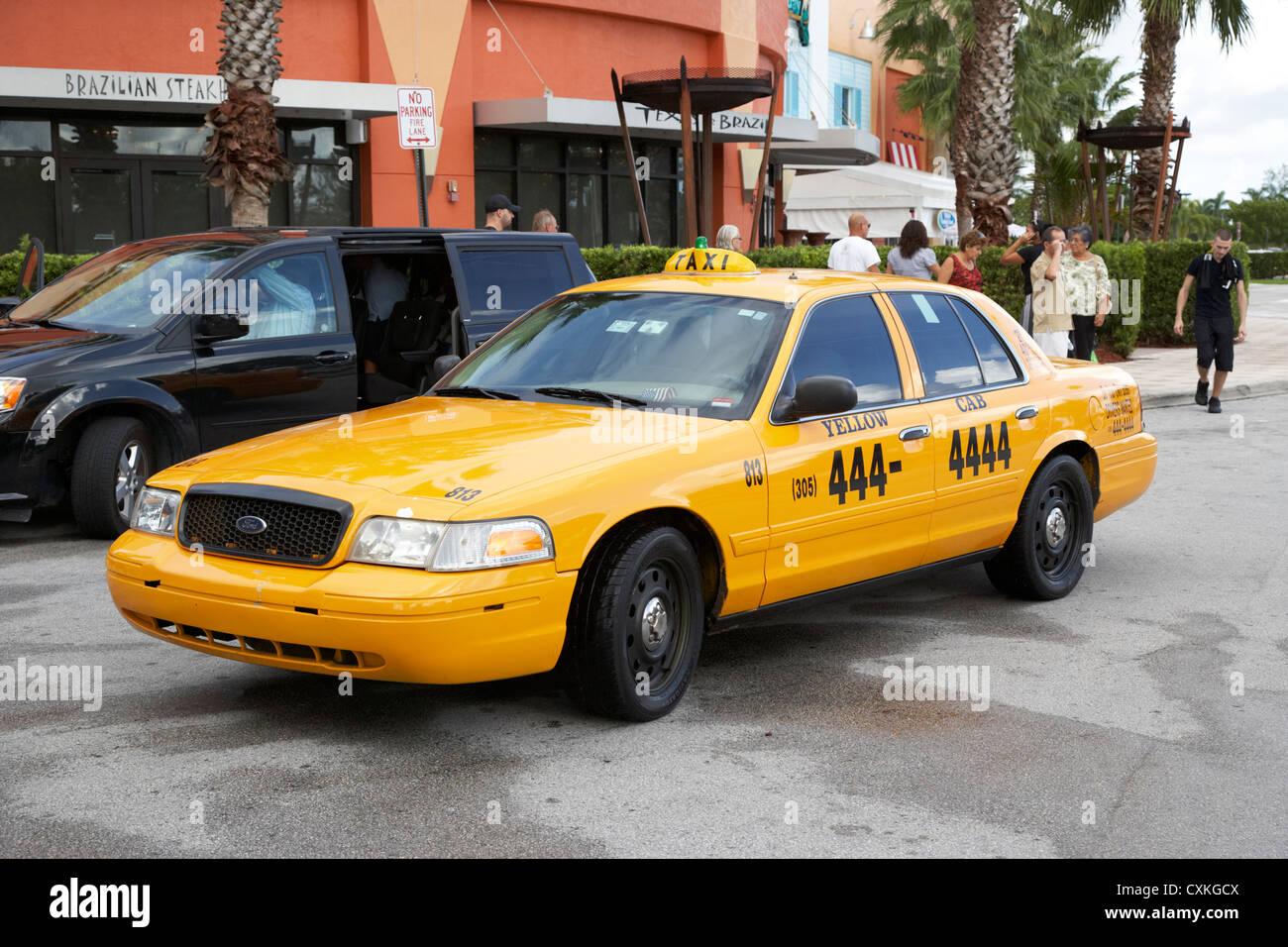 Taxi amarillo en Miami, Florida, EE.UU. Imagen De Stock