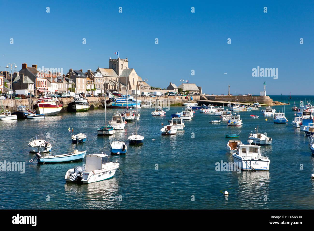 Puerto de Barfleur en el Cotentin ( Manche departamento ), Francia Foto de stock