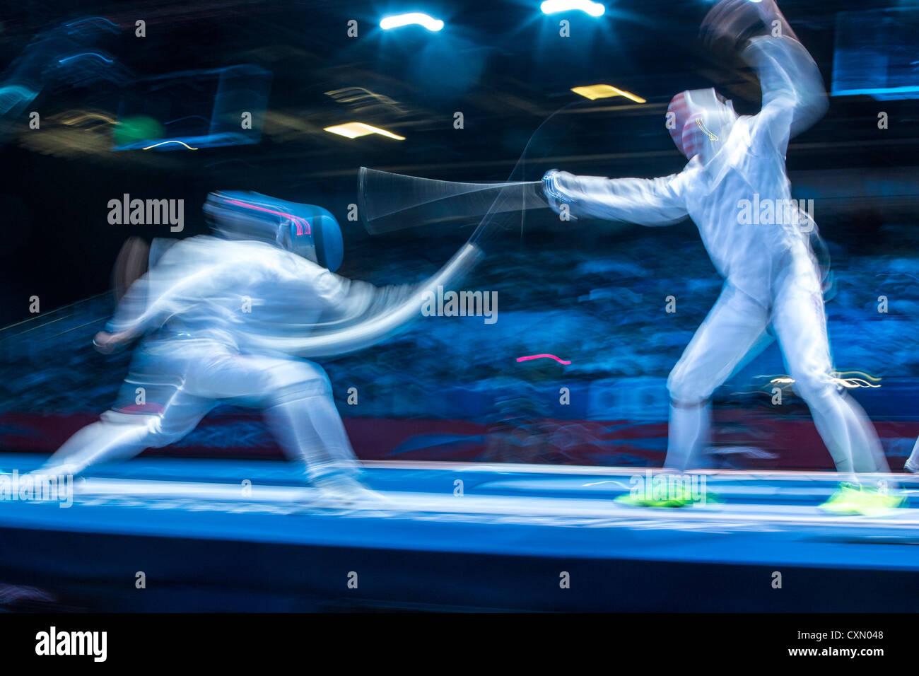 Acción borrosa de esgrima de la competencia. Imagen De Stock