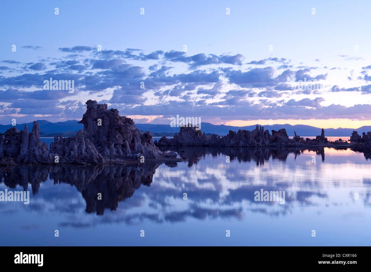 Formación de roca toba, el lago Mono, California, EE.UU. Foto de stock