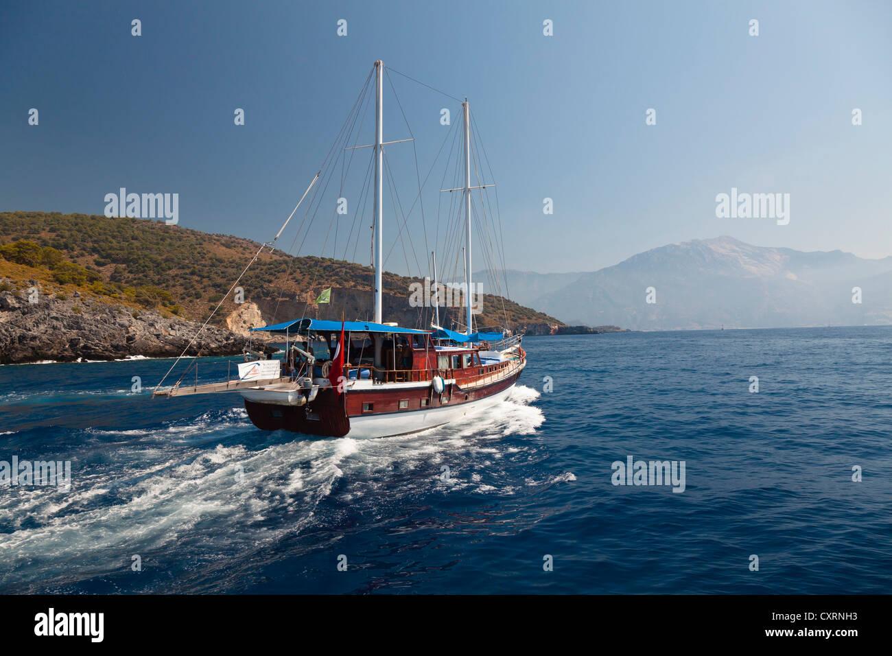 Navegando a lo largo de la costa de Licio, Licia, el Mar Mediterráneo, Turquía, Europa, Asia Menor Foto de stock