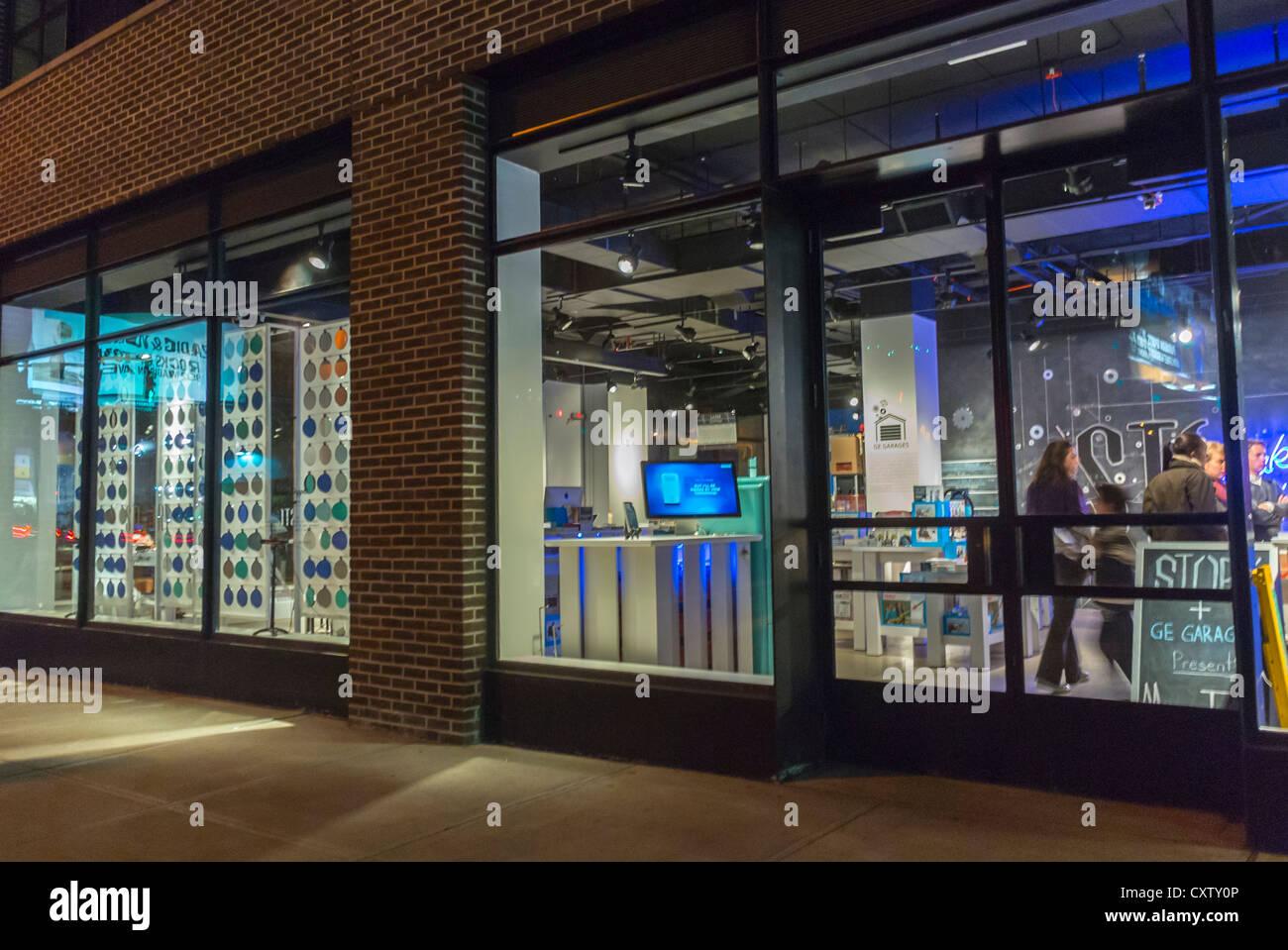 """La Ciudad de Nueva York, NY, EE.UU., American Concept Store """"tory"""" asociarse con """"GE Garajes' Imagen De Stock"""