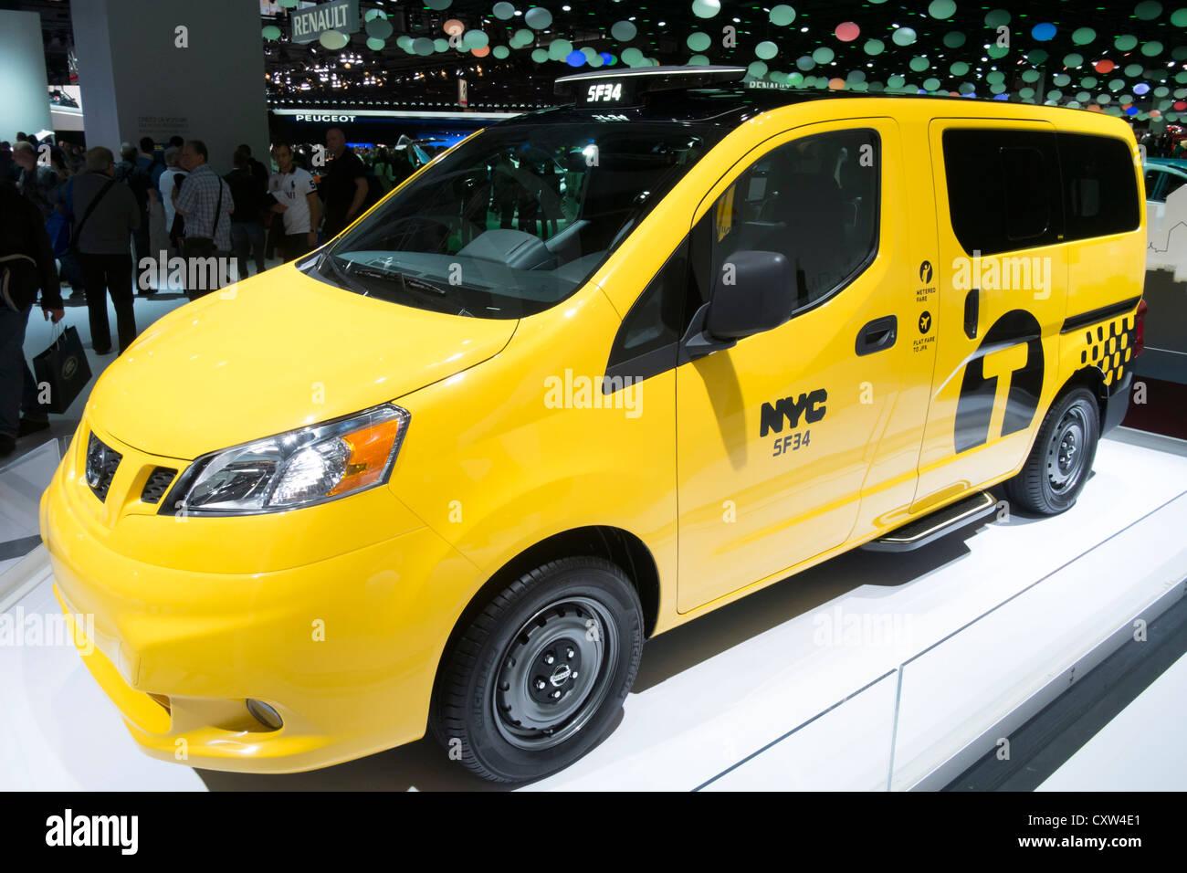 Nuevo Nissan van en librea de la ciudad de Nueva York (NYC) Taxi en Paris Motor Show 2012 Imagen De Stock