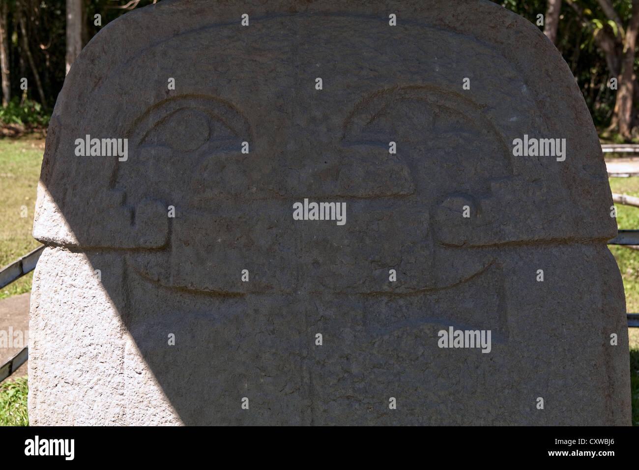 Máscara de águila en una cabeza humana Sitio Arqueológico San Agustín Colombia Imagen De Stock