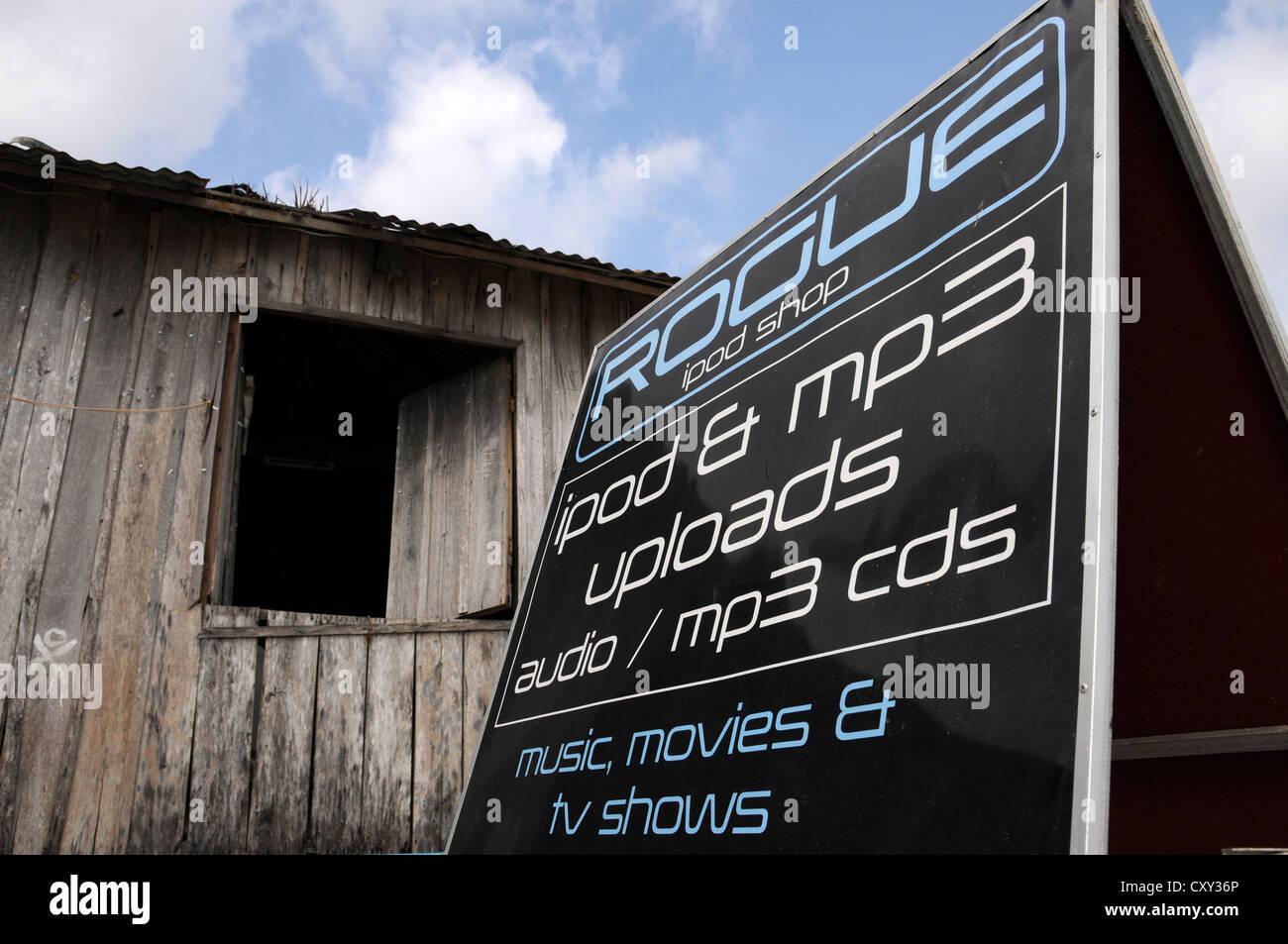 Estación de descarga de música y películas, Playa Ochheuteal, Sihanoukeville, Camboya, Asia Imagen De Stock
