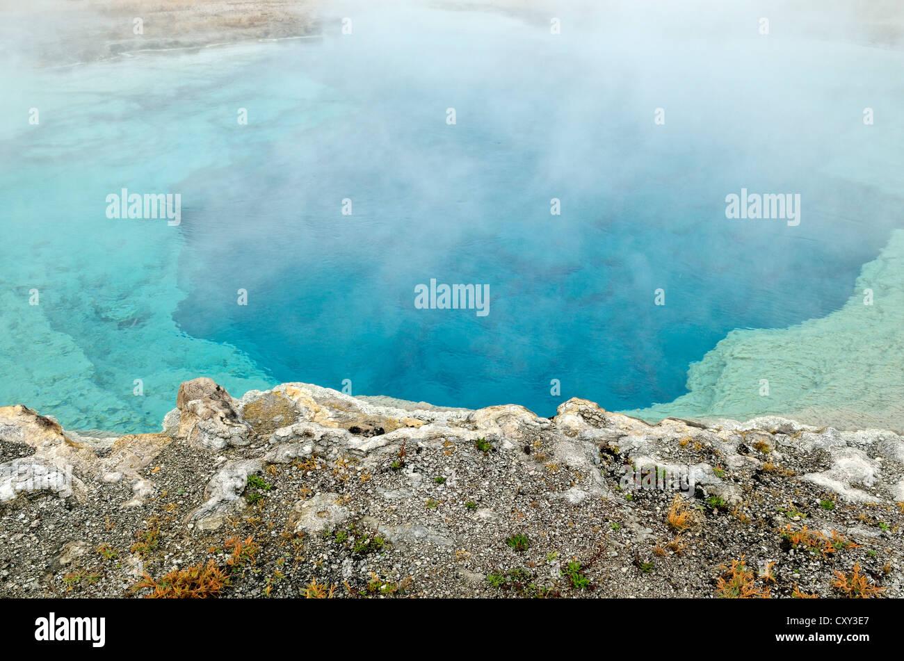 Piscina Sapphire, Biscuit Basin, el Parque Nacional Yellowstone, Wyoming, EE.UU. Foto de stock