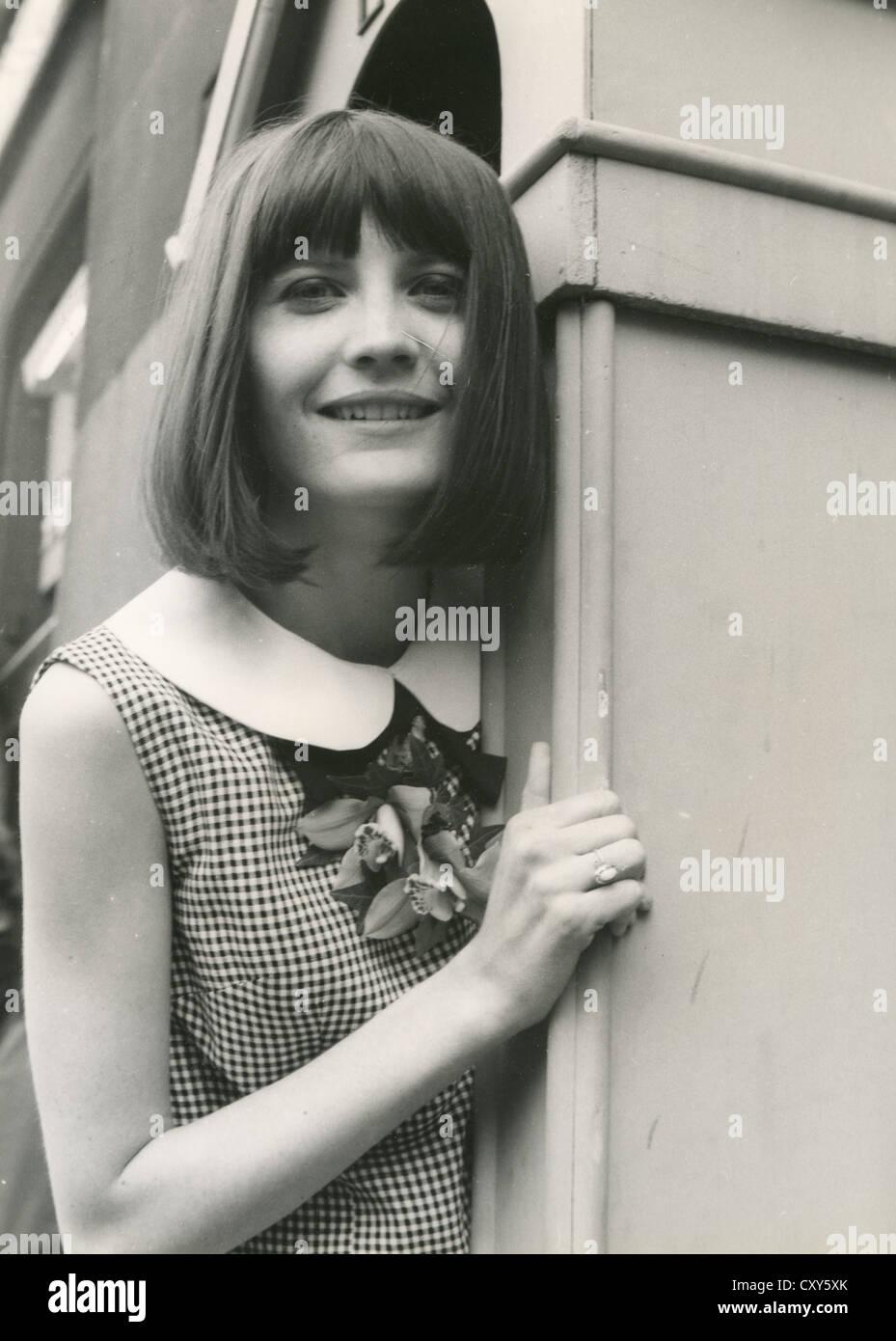 SANDIE SHAW cantante pop británico en 1965. Imagen De Stock