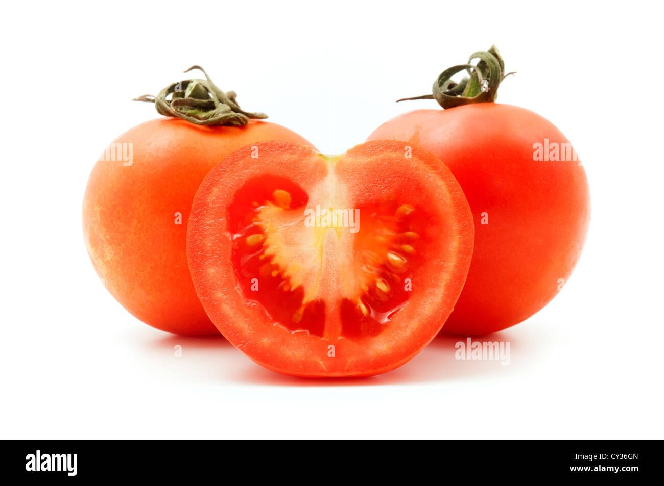 Los tomates sobre un fondo blanco. Imagen De Stock
