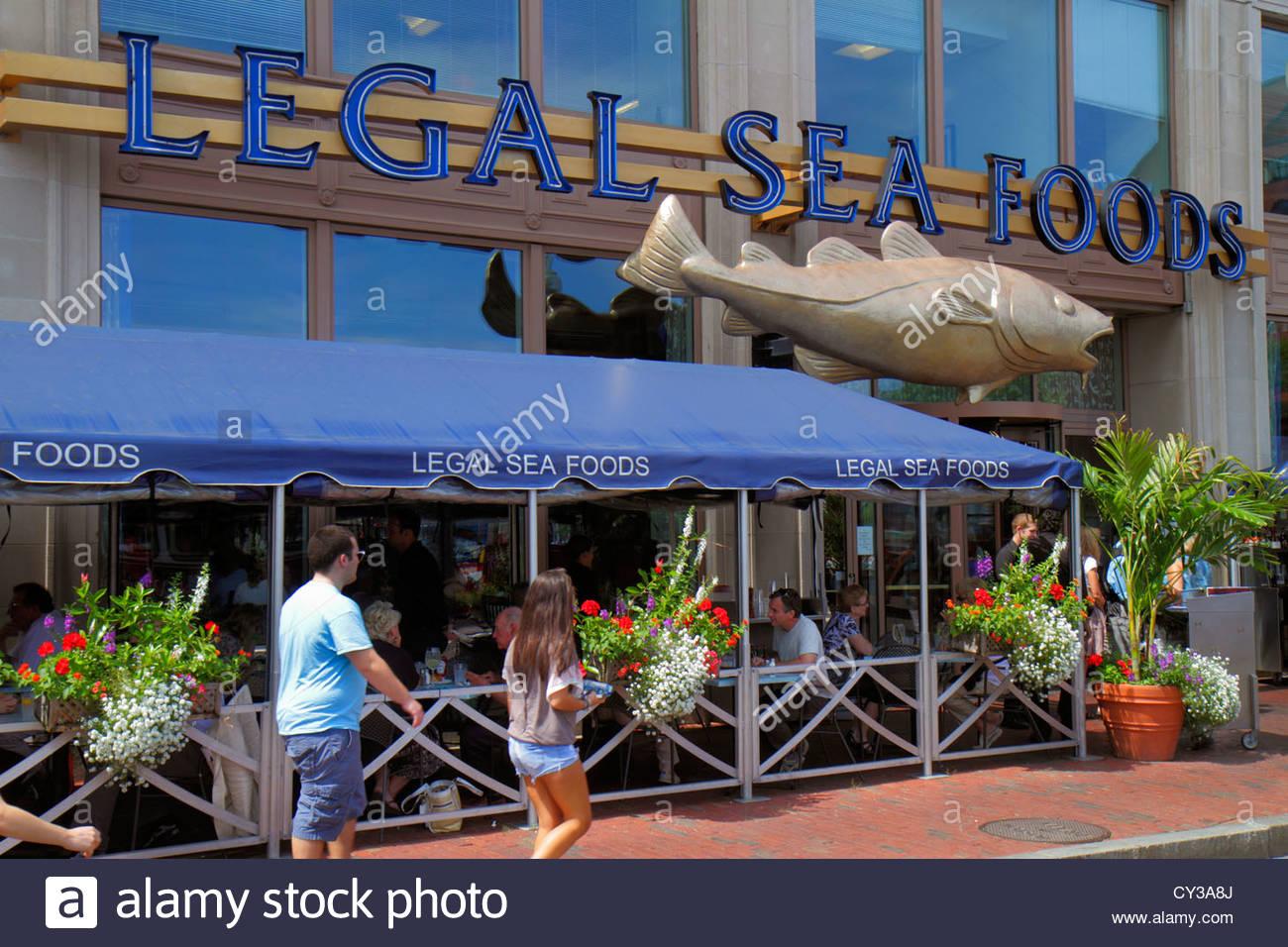 Boston Massachusetts Atlantic Avenue Legal Sea Foods restaurante mariscos entrada frontal para comer al aire libre Imagen De Stock