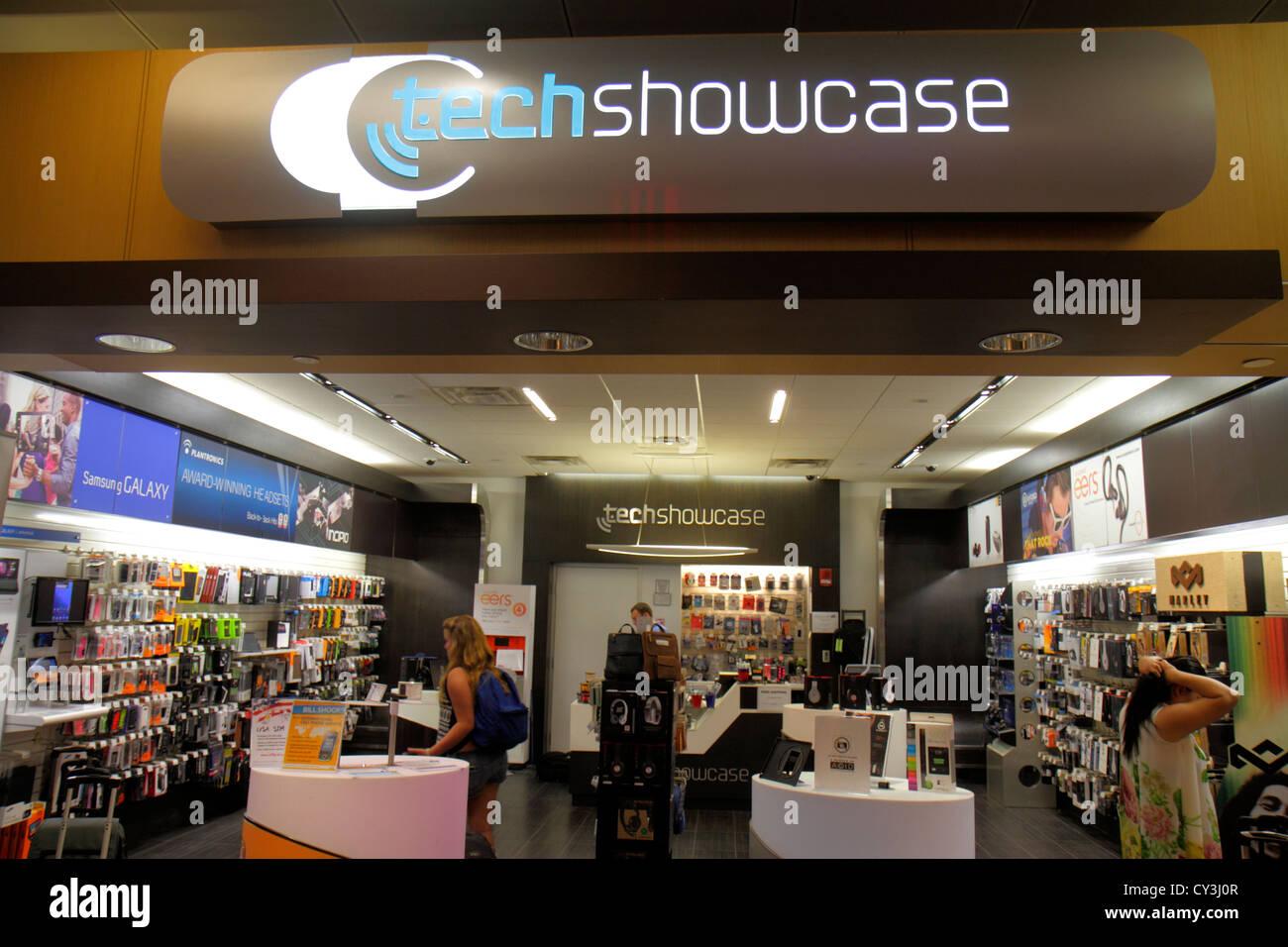 El Aeropuerto Internacional Logan de Boston Massachusetts BOS gate área comercial concourse en venta mostrar Imagen De Stock