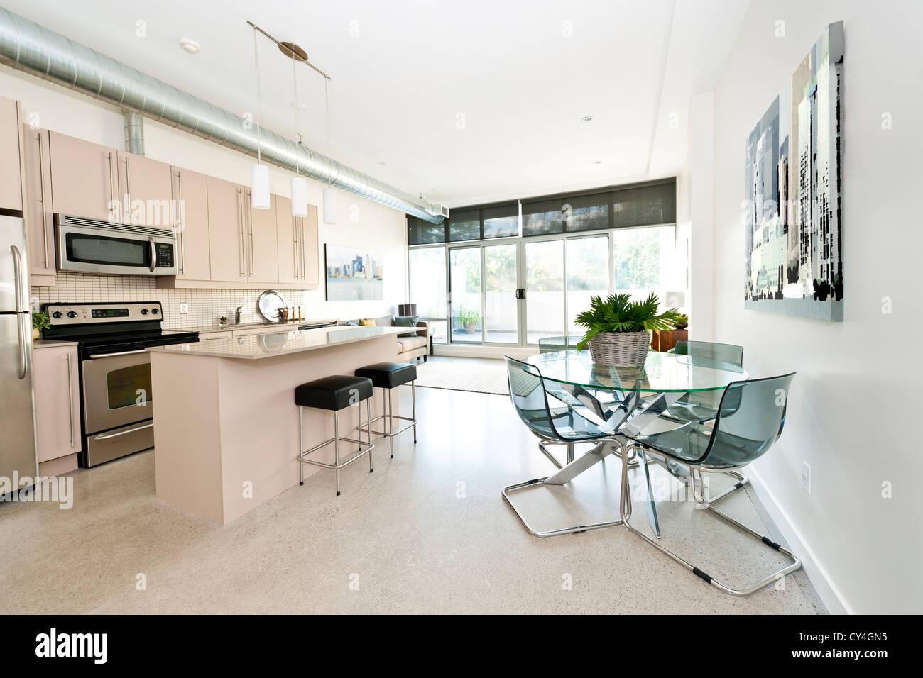 Cocina comedor y sala de estar del apartamento for Cocina estar comedor