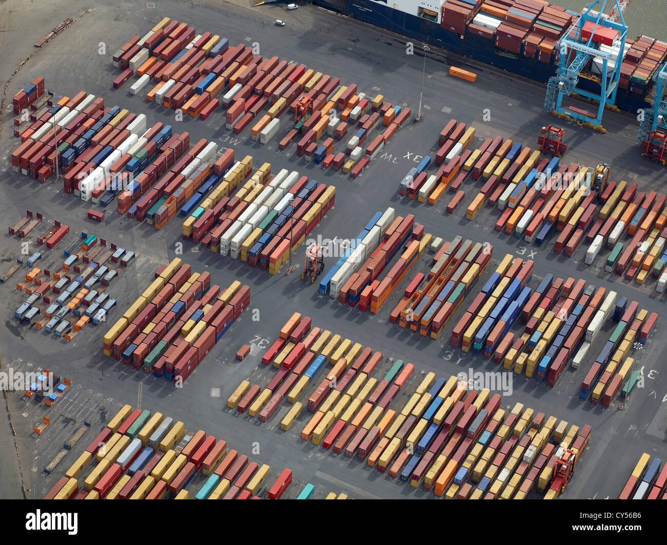 Contenedores en los muelles de Liverpool, el puerto de Liverpool, Merseyside, Noroeste de Inglaterra, Reino Unido. Foto de stock