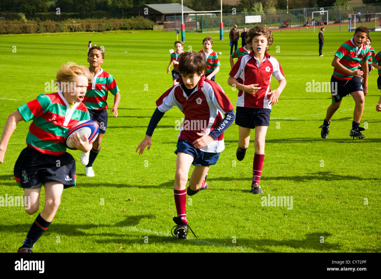 Chicos de escuela partido de rugby 8 año ocho menores de 13 años Millfield prep contra King Edwards School Imagen De Stock
