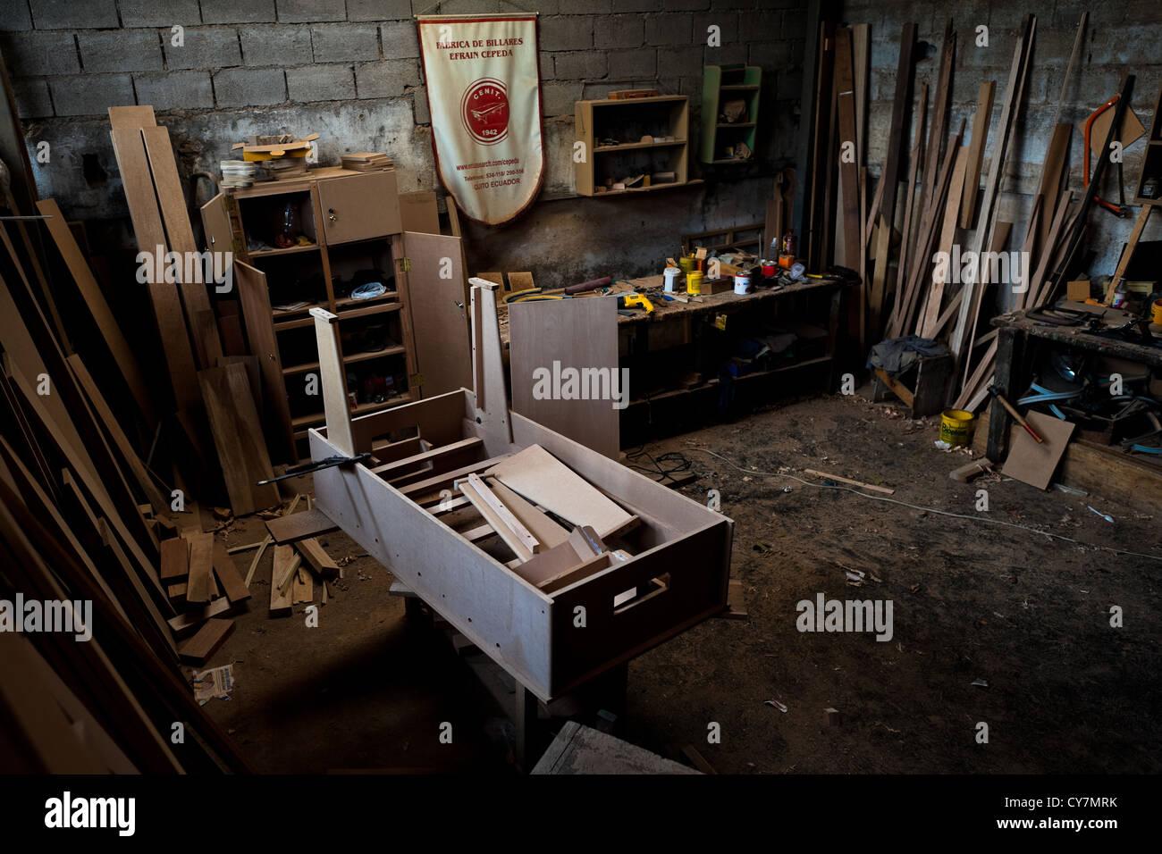 Un aglomerado inconcluso caso visto en un futbolín taller realizado en Quito, Ecuador. Imagen De Stock