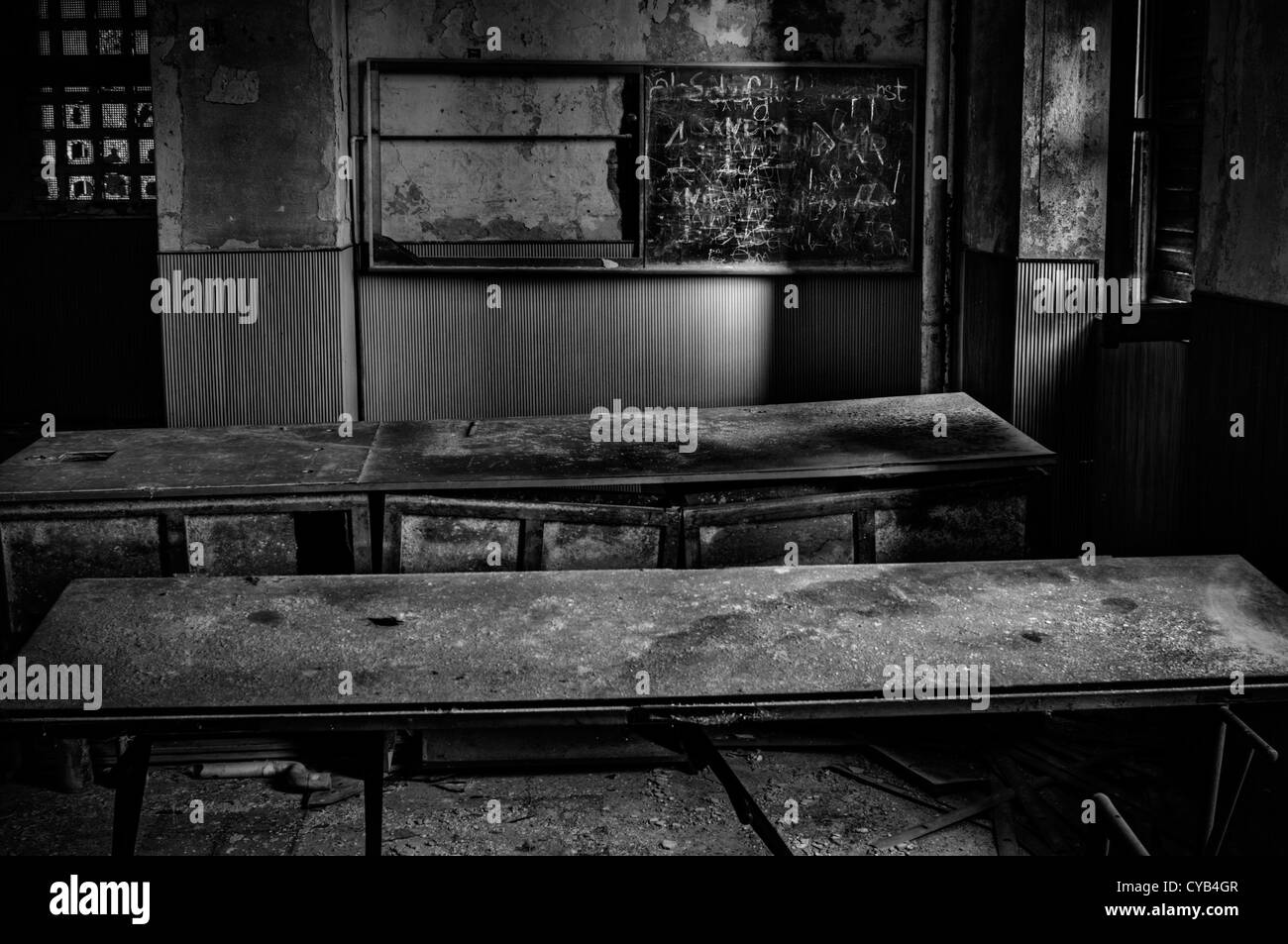 Italia. Ruinas de aula en escuela abandonada Imagen De Stock