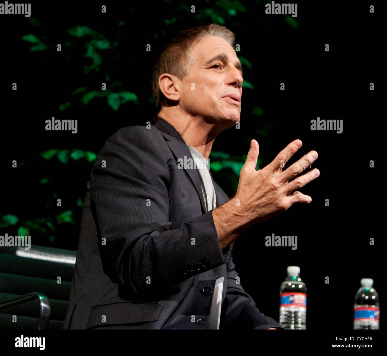 Actor, profesor y autor de Tony Danza, habla durante el Festival del Libro de Texas en Austin, Texas Imagen De Stock