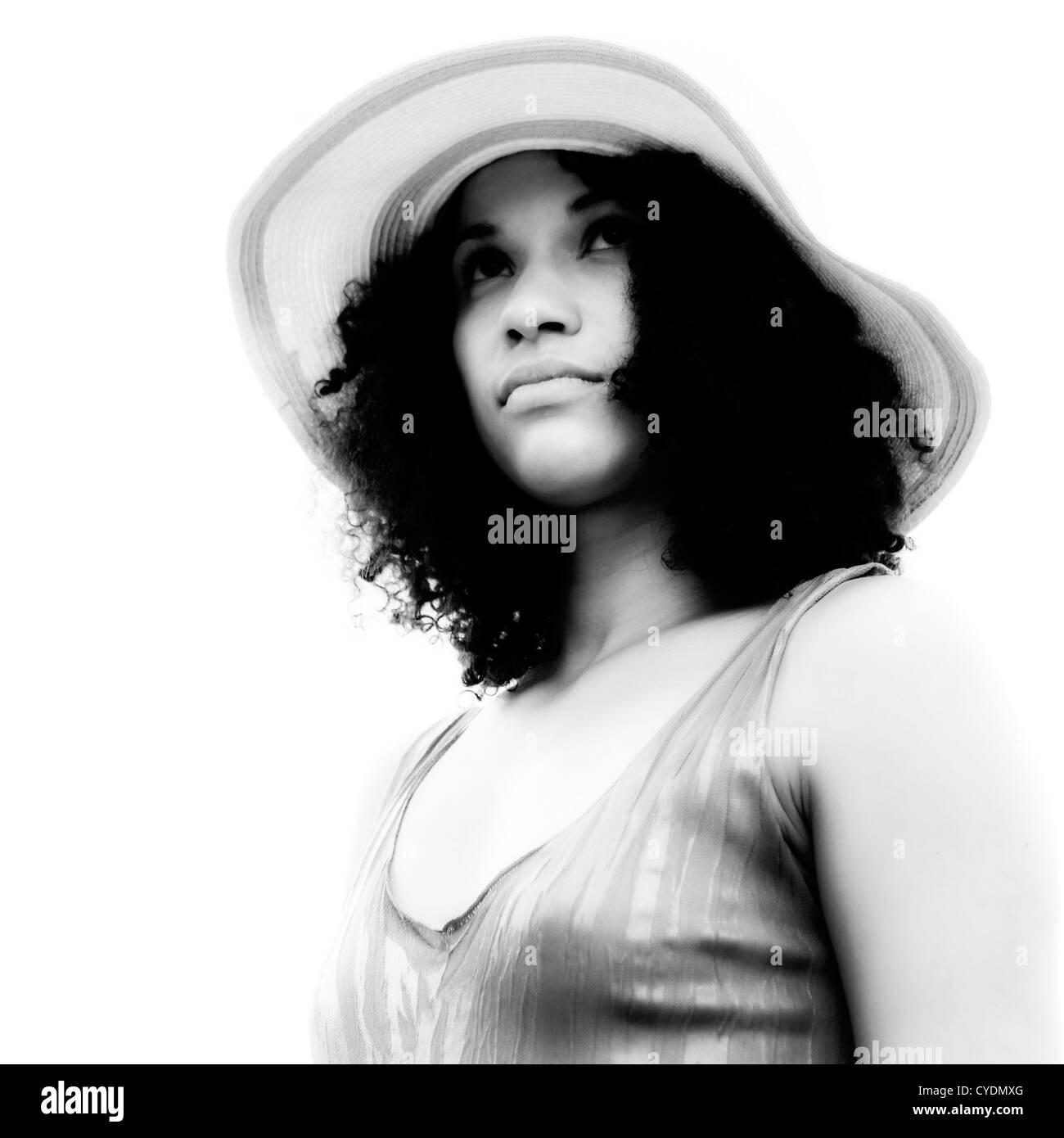 Retrato de una bella mujer en blanco y negro Imagen De Stock