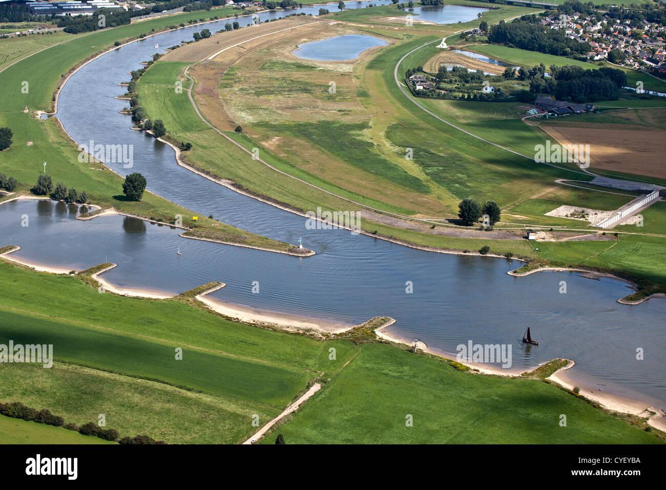 Los Países Bajos, Pannerden, bifurcación del río Rin en el río Waal (a la izquierda) y el río Imagen De Stock