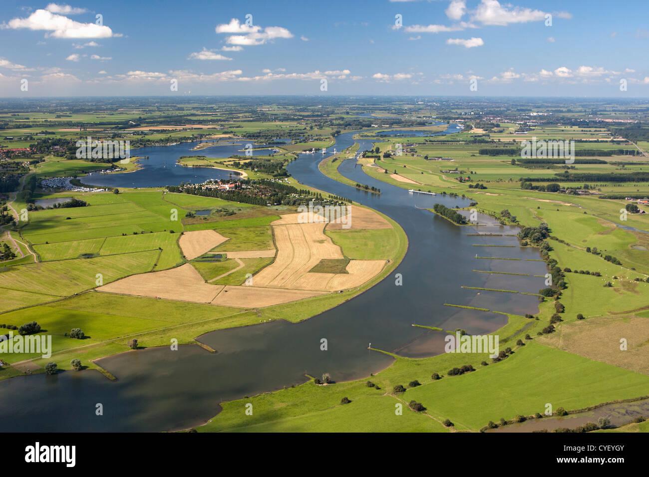 Los Países Bajos, Maurik, río Rin. Antena. Foto de stock