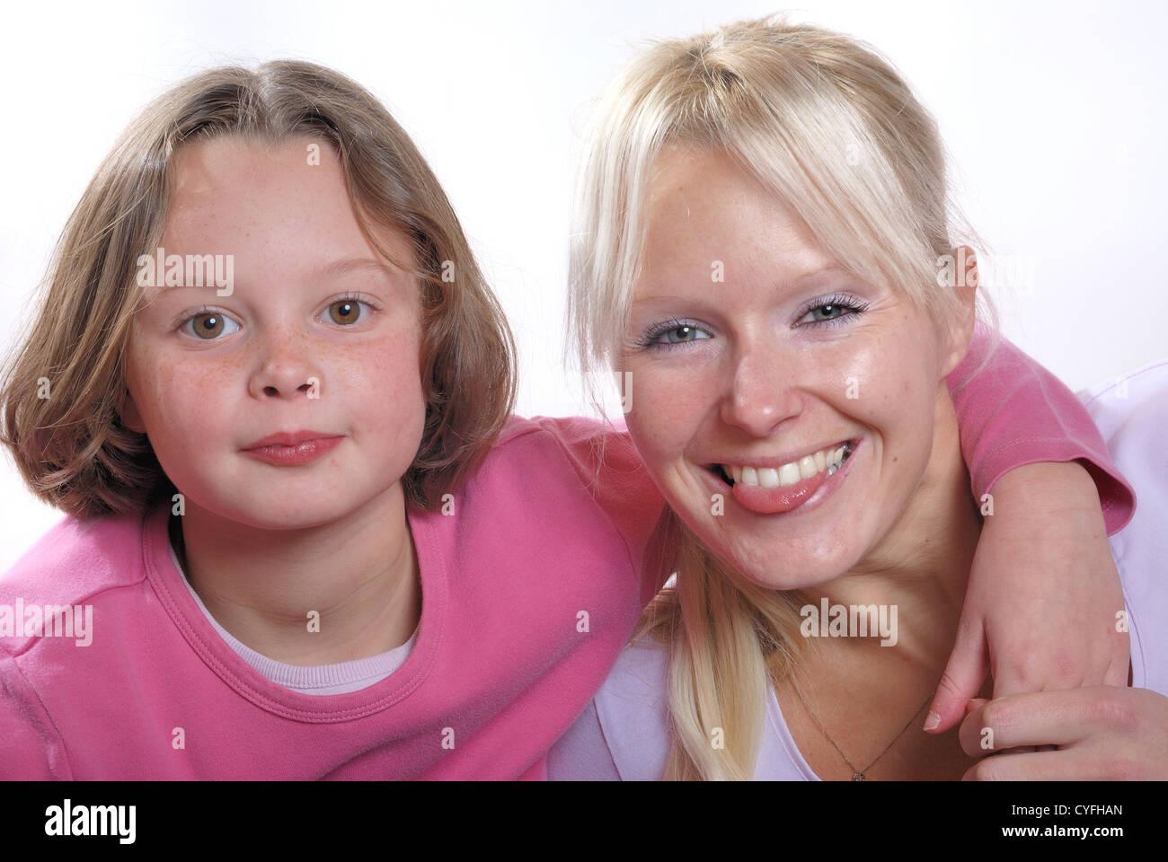 La complicidad entre madre e hija Foto de stock