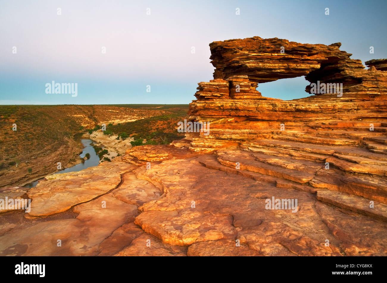 Naturalezas ventana sobre el acantilado de Murchison River Valley. Imagen De Stock