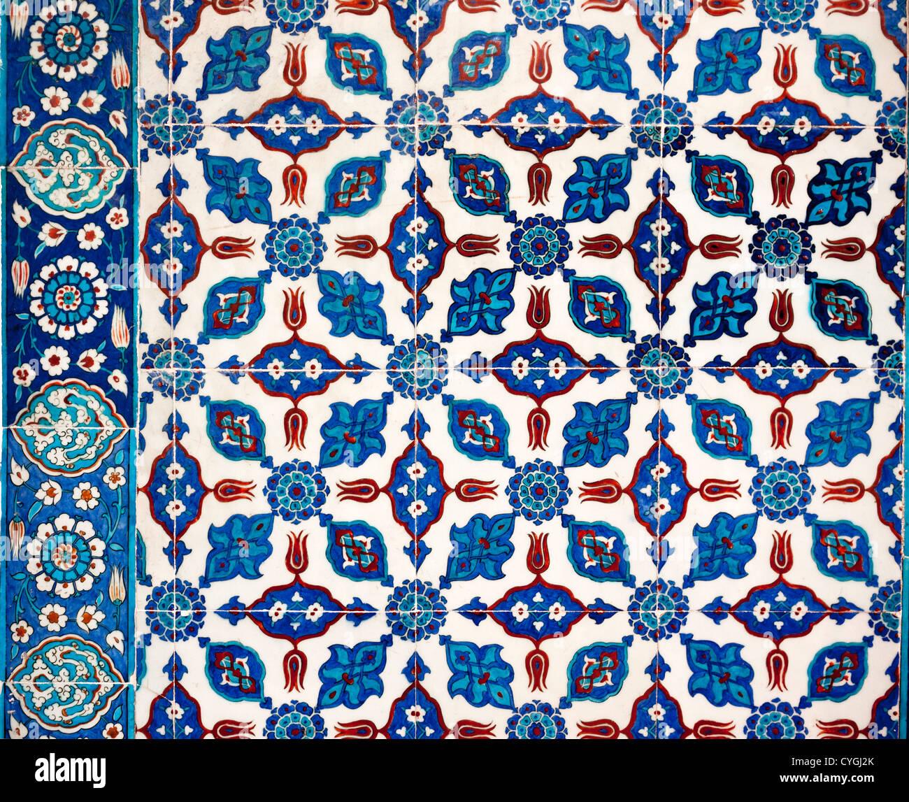 Dibujos De Flores Estilizadas En Azulejos De Iznik En Mezquita - Azulejos-con-dibujos