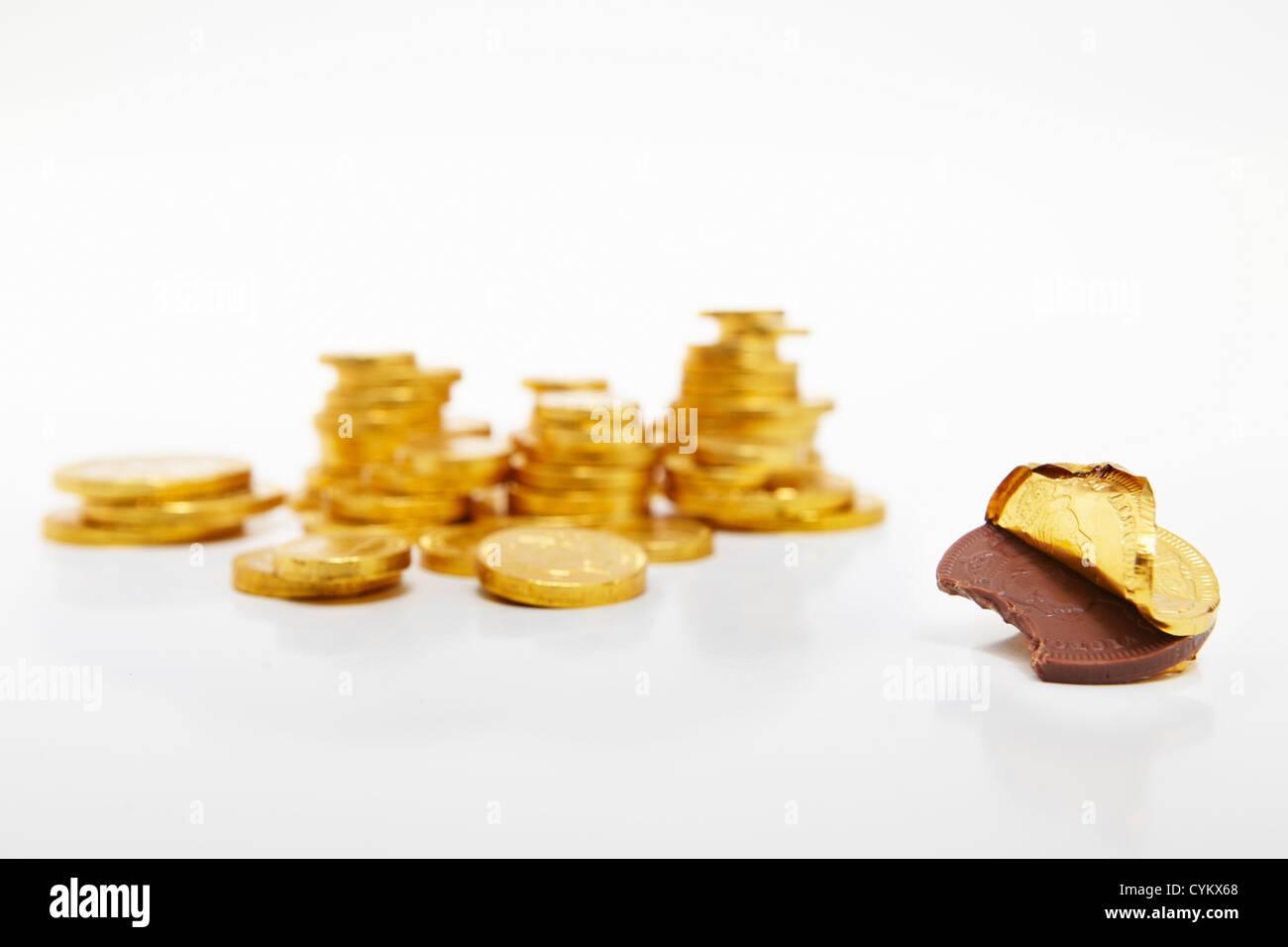 Moneda de oro de chocolate Unwrapped Foto de stock