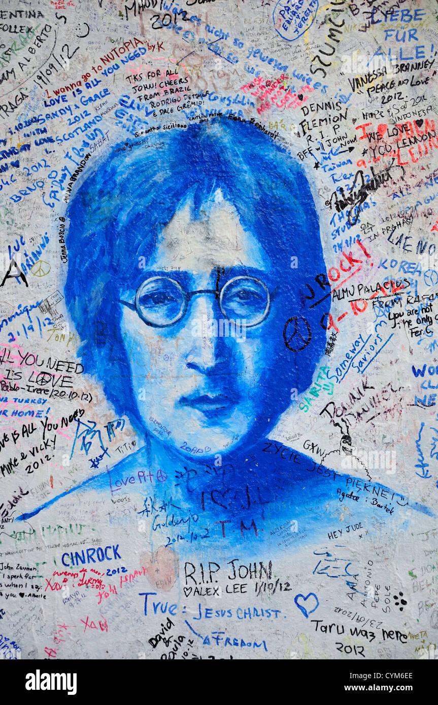Praga, República Checa. El muro de John Lennon Velkoprevorske namesti (Octubre 2012) Foto de stock
