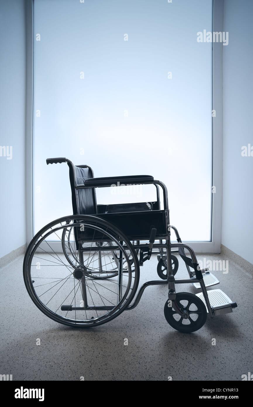 Invalidity im genes de stock invalidity fotos de stock for Sillas para hospital