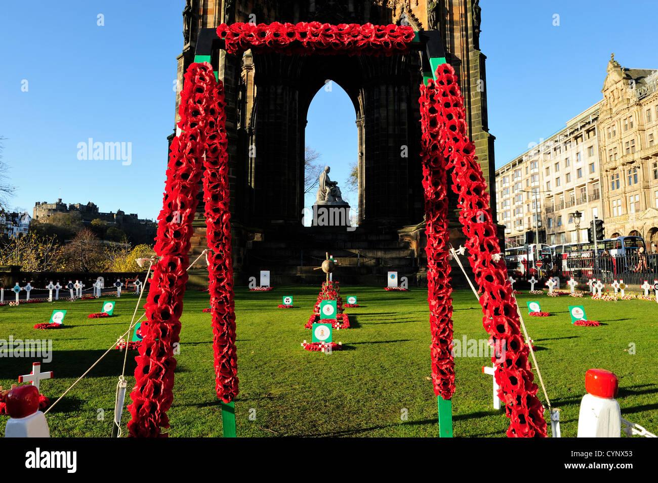 8 Nov 2012, Edimburgo, Escocia - Jardín del Recuerdo junto al Monumento a Scott en los jardines de Princes Imagen De Stock