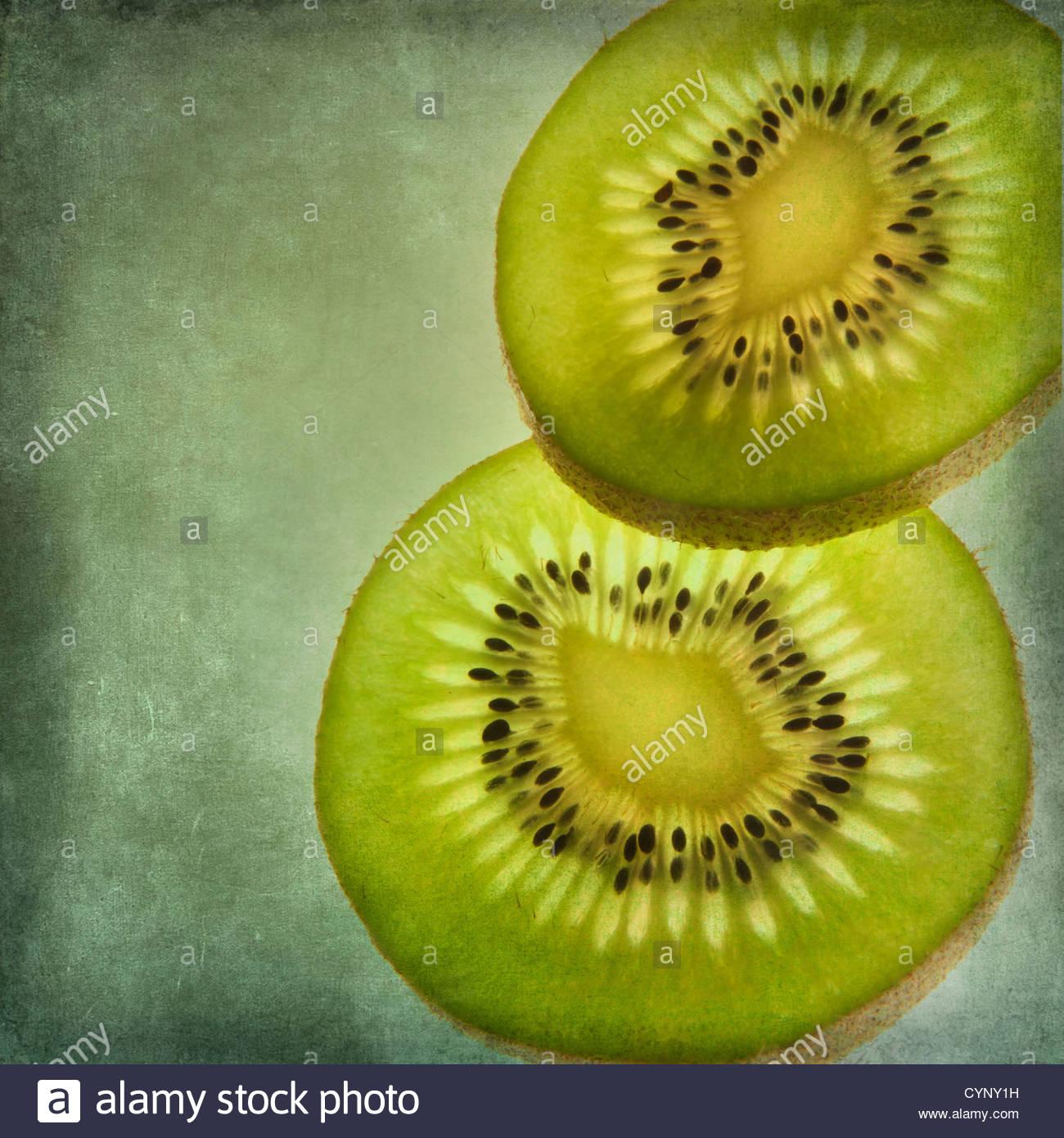 Dos rebanadas de fruta de la pasión Imagen De Stock
