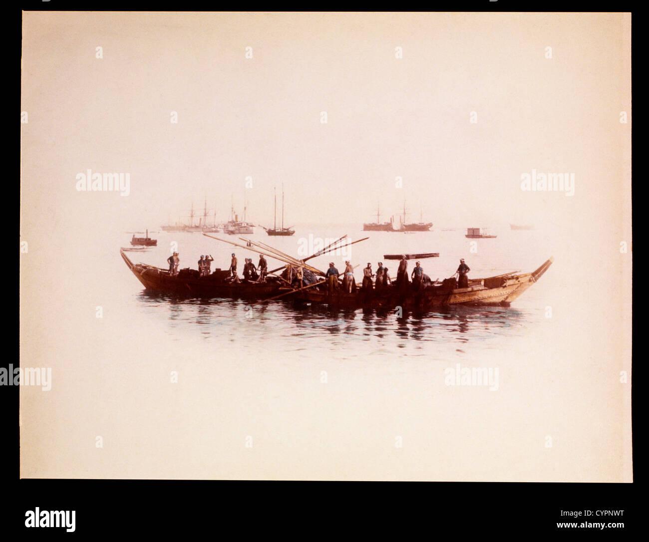 Barco de pescadores en el puerto, Japón, circa 1880 Imagen De Stock