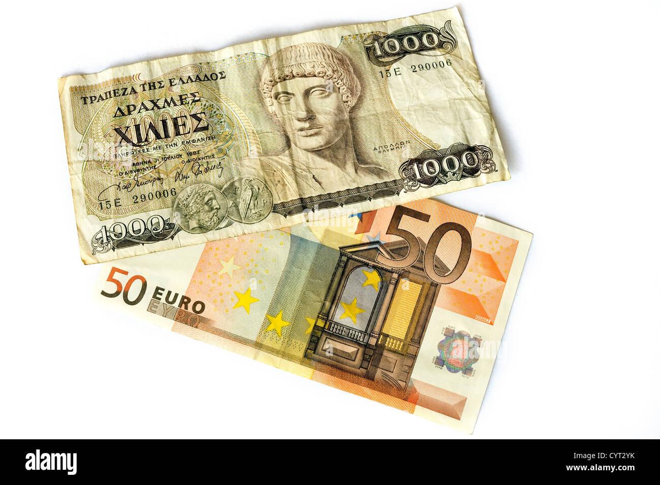 1000 Drachmen bill de Grecia, y una factura de 50 euros. Foto de stock