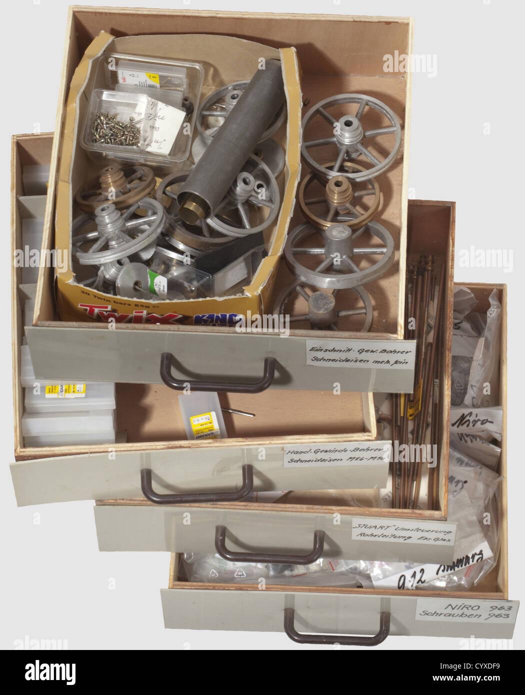 Un lote similar como antes, cuatro bandejas, histórico, histórico del siglo XX, la máquina de vapor, Imagen De Stock