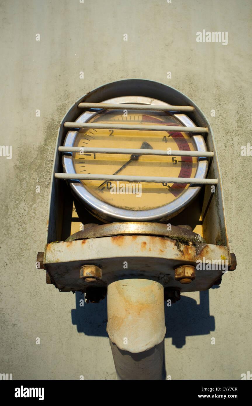 El manómetro de presión de gas con presión cero Foto de stock