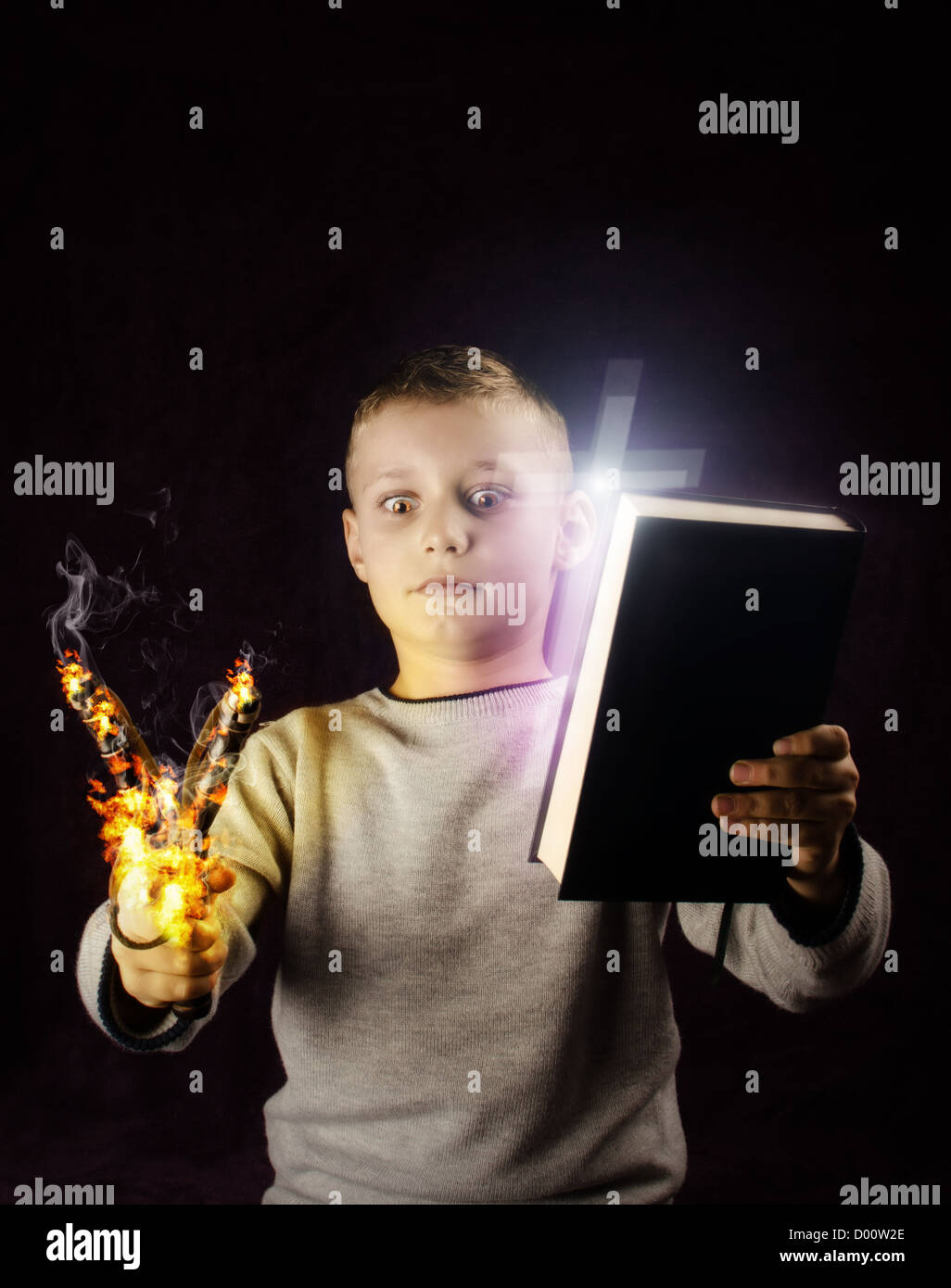 Niño mirando a un tirachinas sobre el fuego y tratando de tomar una decisión Imagen De Stock