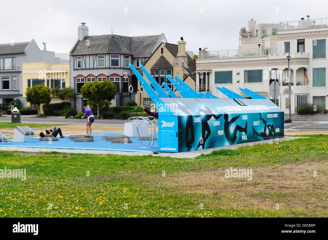 San Francisco - comunidad público tribunal de fitness en zona marina Boulevard. Imagen De Stock