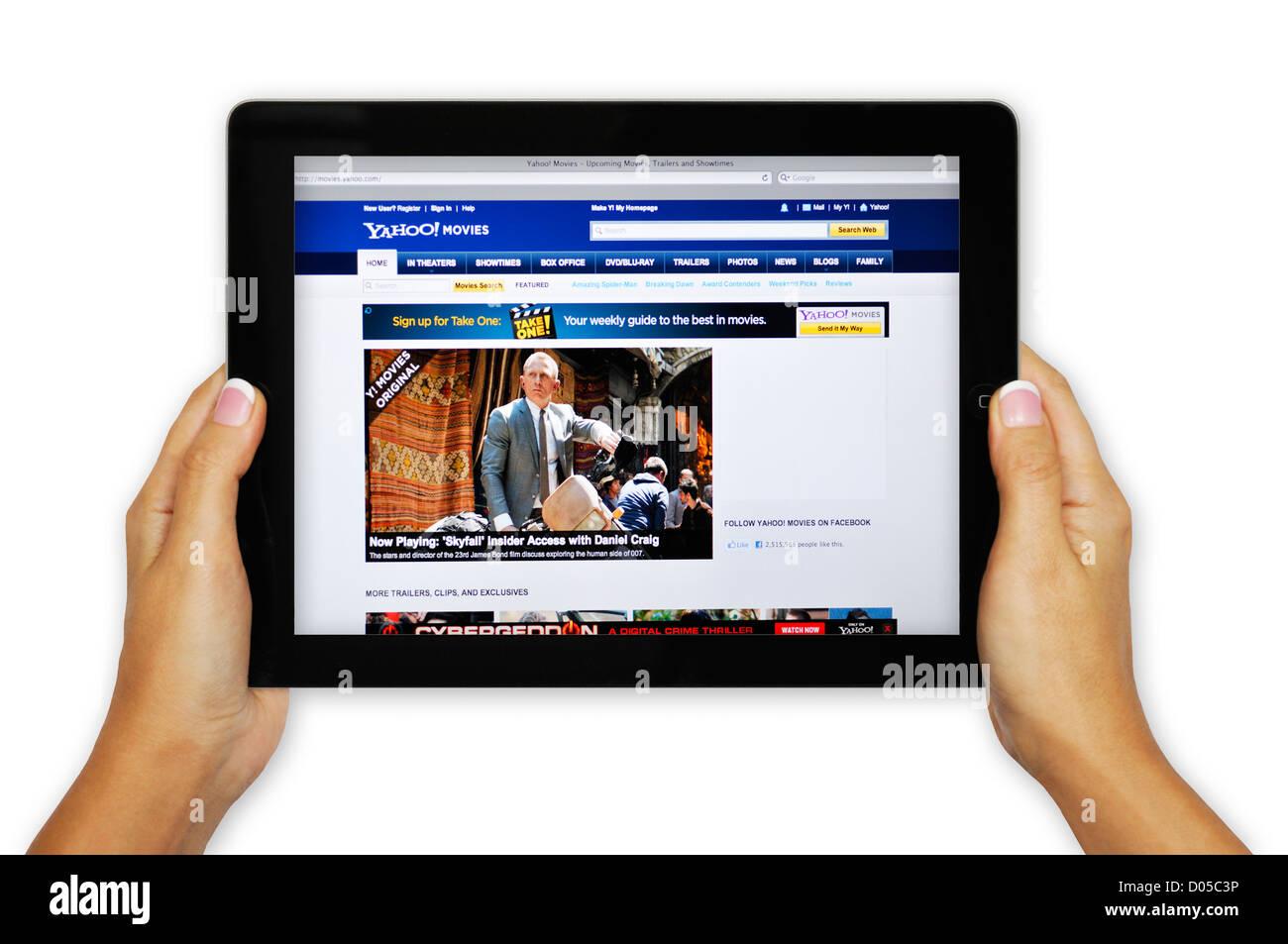 IPad pantalla mostrando Yahoo Movie Web - online la información sobre la película Imagen De Stock
