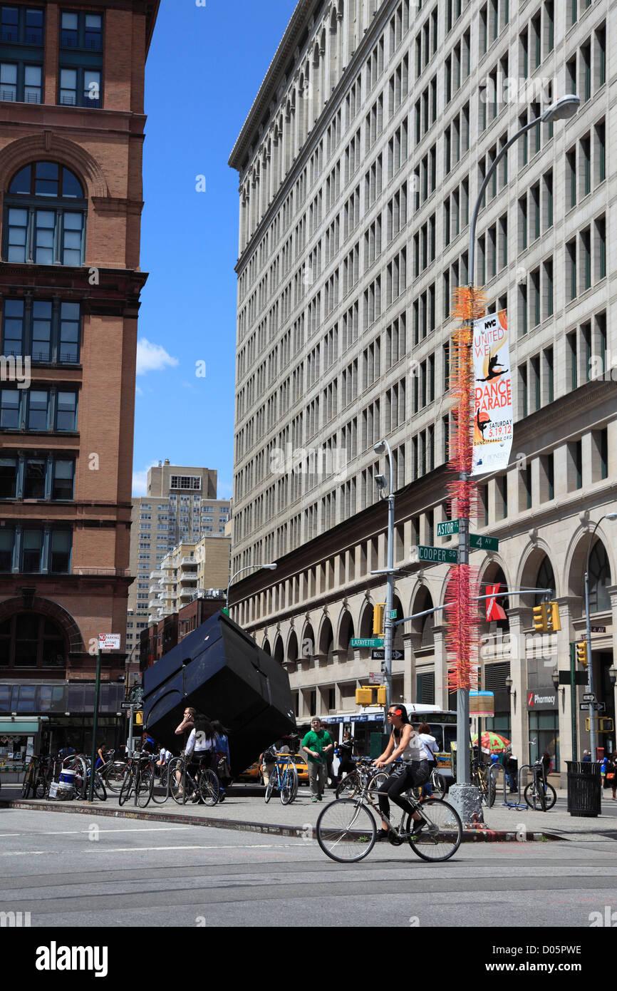 Astor Place Cube, el Alamo, Astor Place, Greenwich Village, Manhattan, Ciudad de Nueva York, EE.UU. Foto de stock
