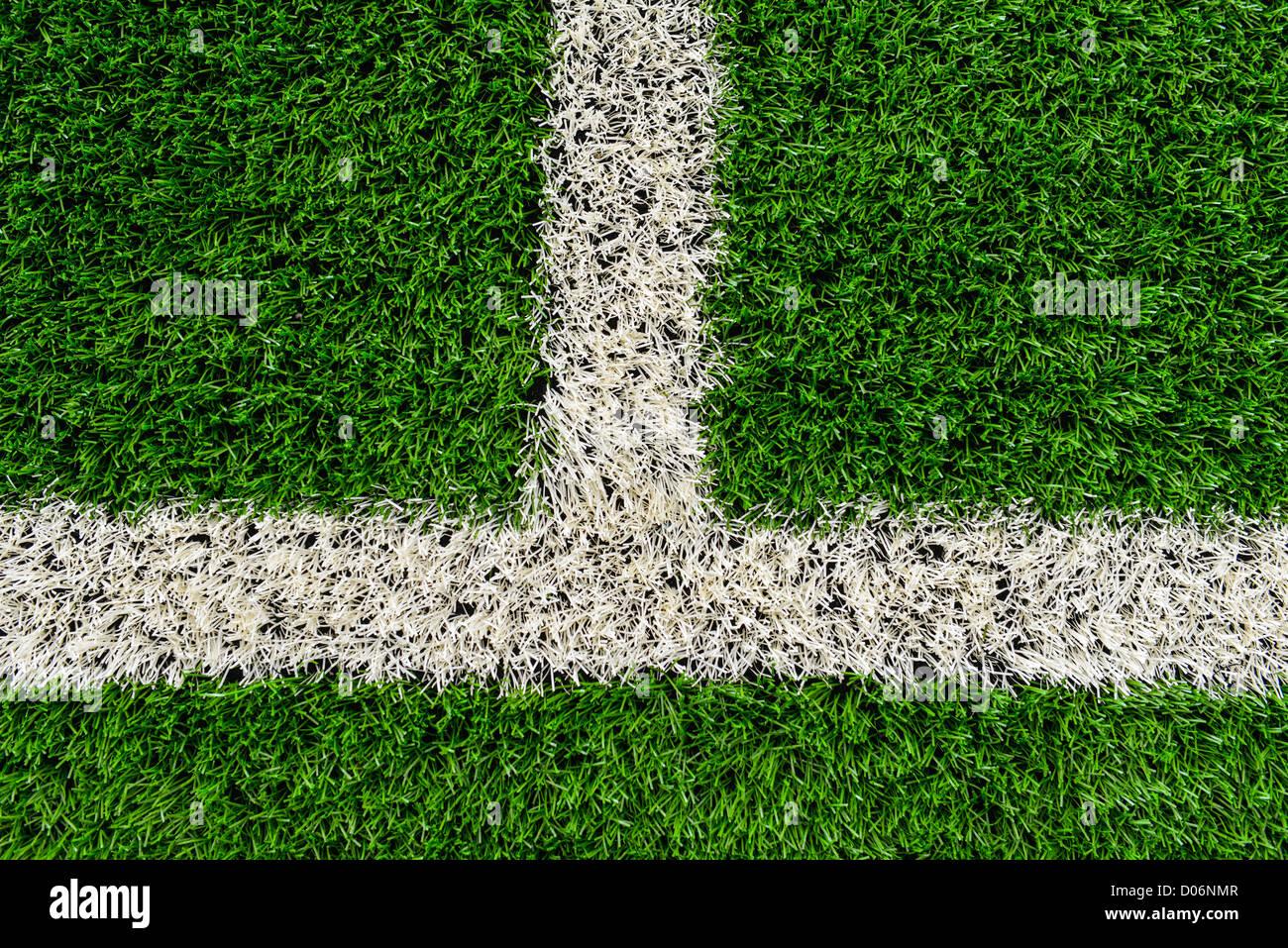 Toque la línea en un campo de fútbol de césped astro de ...