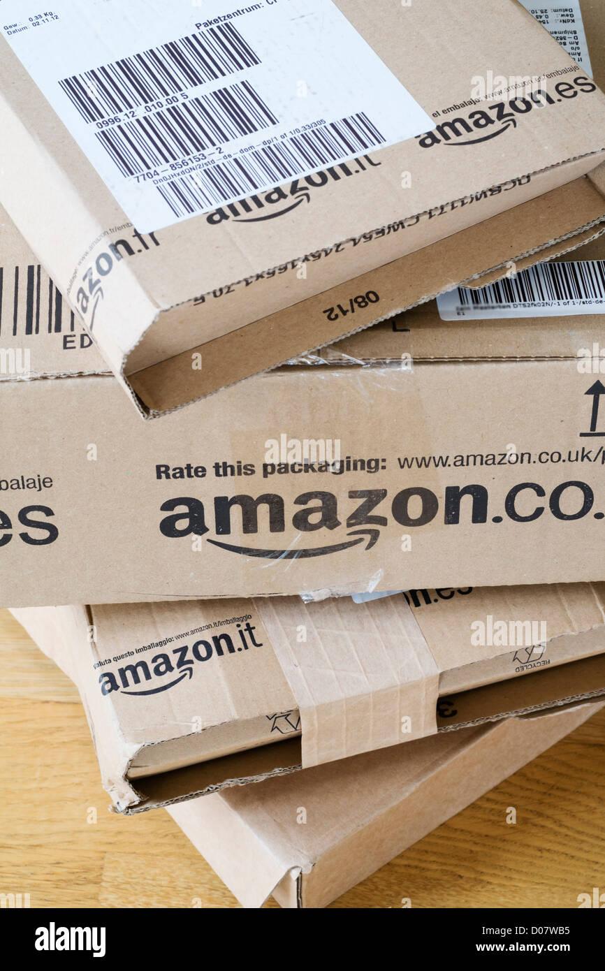 Detalle de varias cajas de Amazon.com Imagen De Stock