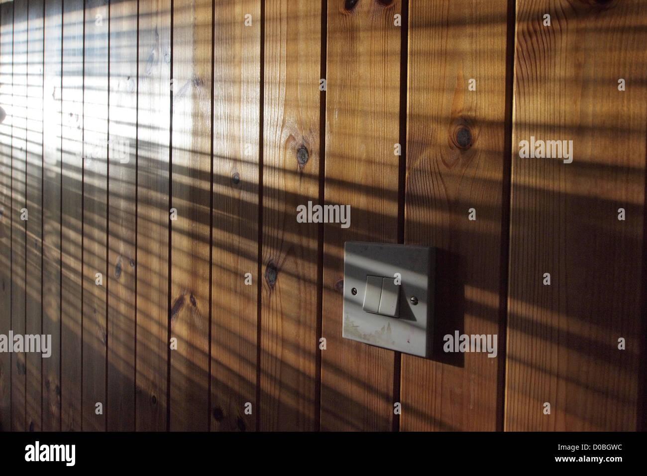 Paneles de listones de madera bricolaje casa remodelación interior Imagen De Stock