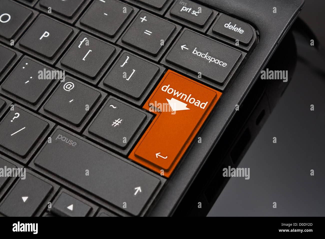 Descargar tecla retorno simbolizando la descarga de un documento o archivo desde Internet Imagen De Stock