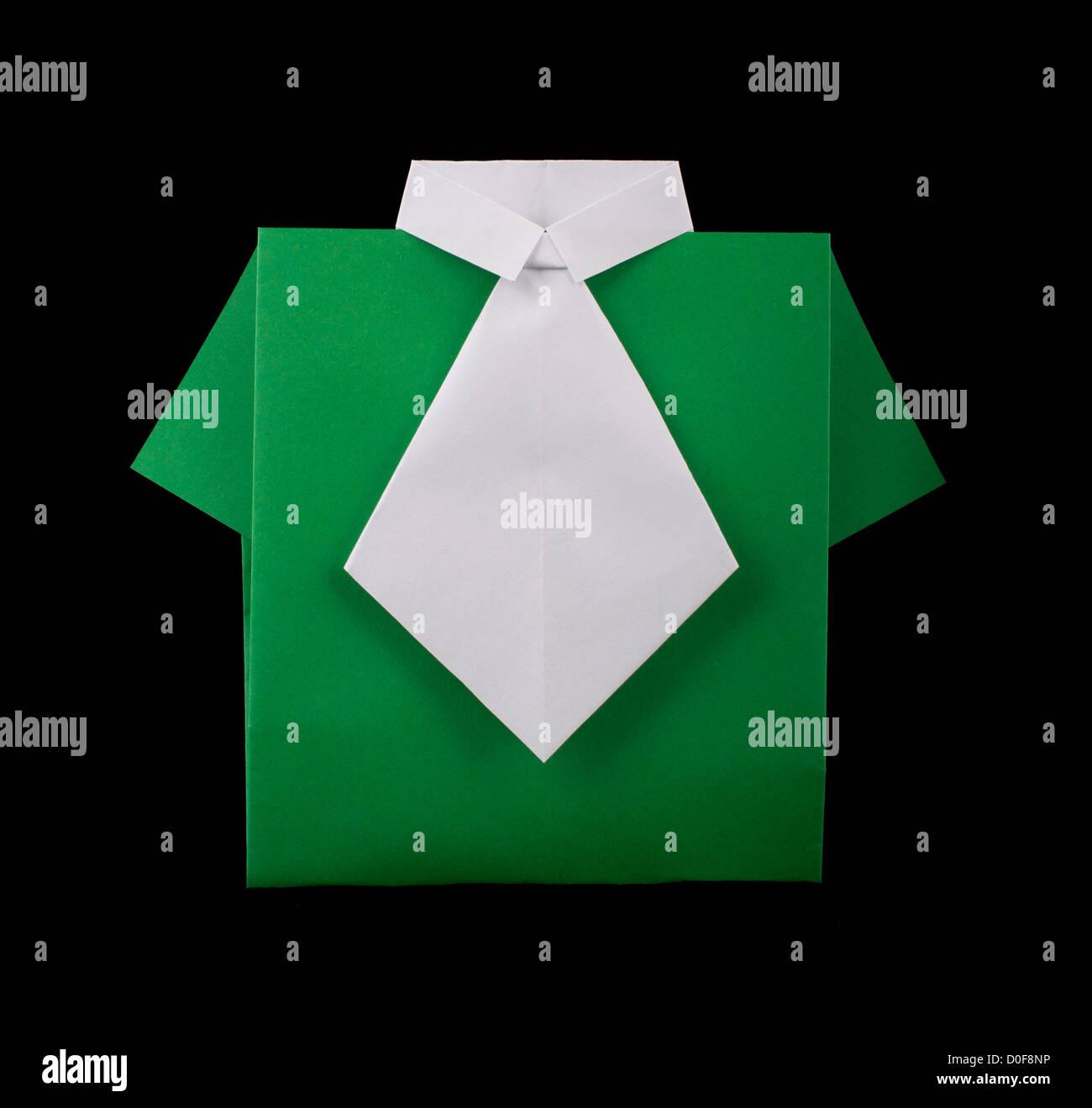175d35de0 Papel hecho aislado camisa verde con corbata blanca.plegado origami style  Imagen De Stock
