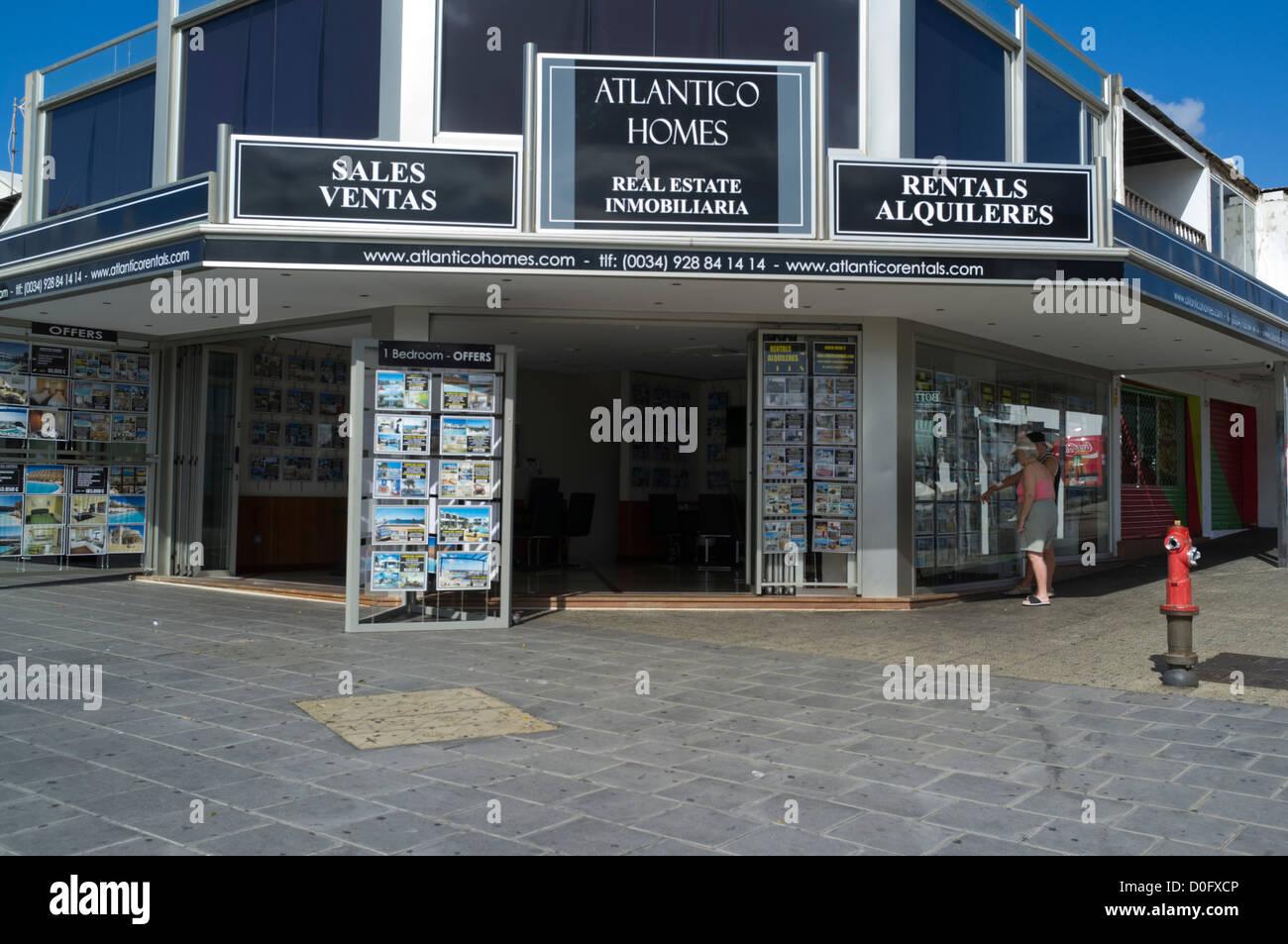 Lanzarote puerto del carmen shops im genes de stock lanzarote puerto del carmen shops fotos de - Alquiler coche lanzarote puerto del carmen ...