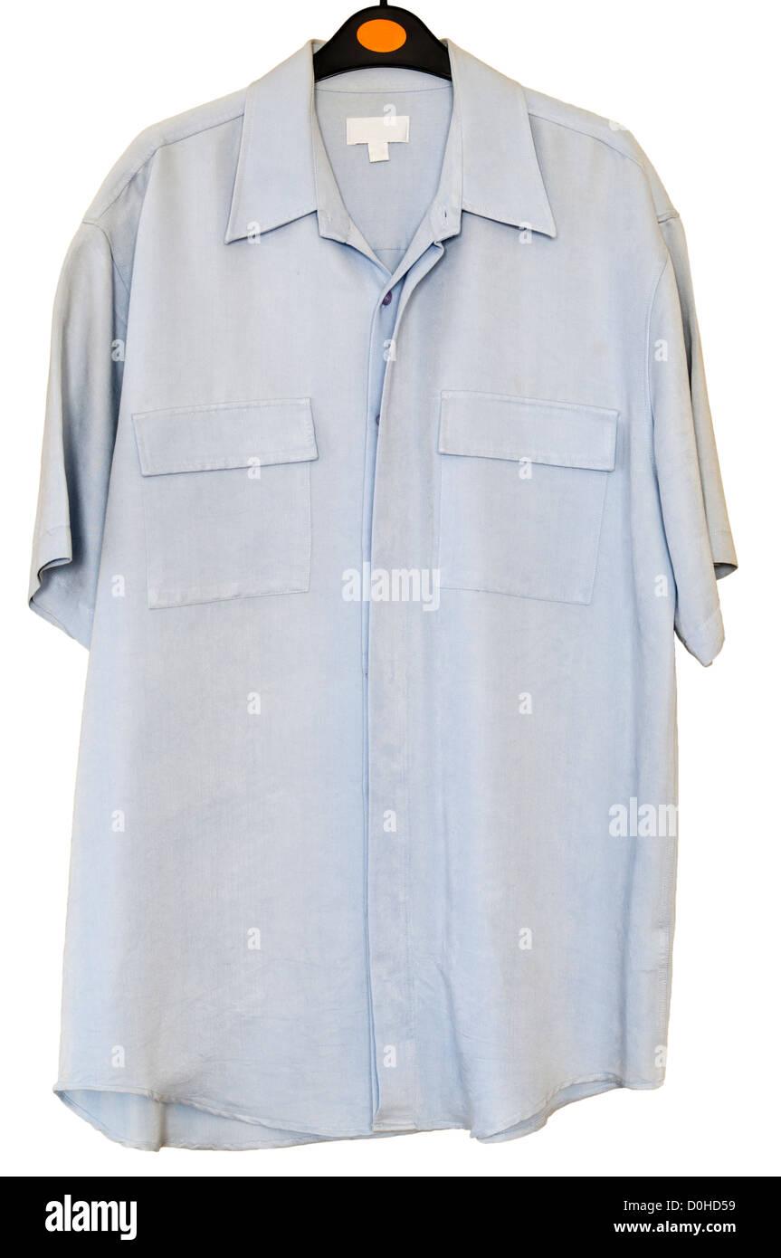 Mans azul pálido seguro Camiseta de manga corta en una percha Imagen De Stock