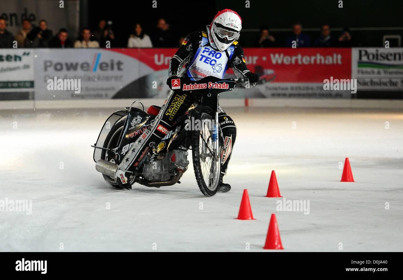 25.11.2012. Freital Speedway, Alemania. Ice Speedway de la competencia. Richard Geyer Alemania Imagen De Stock