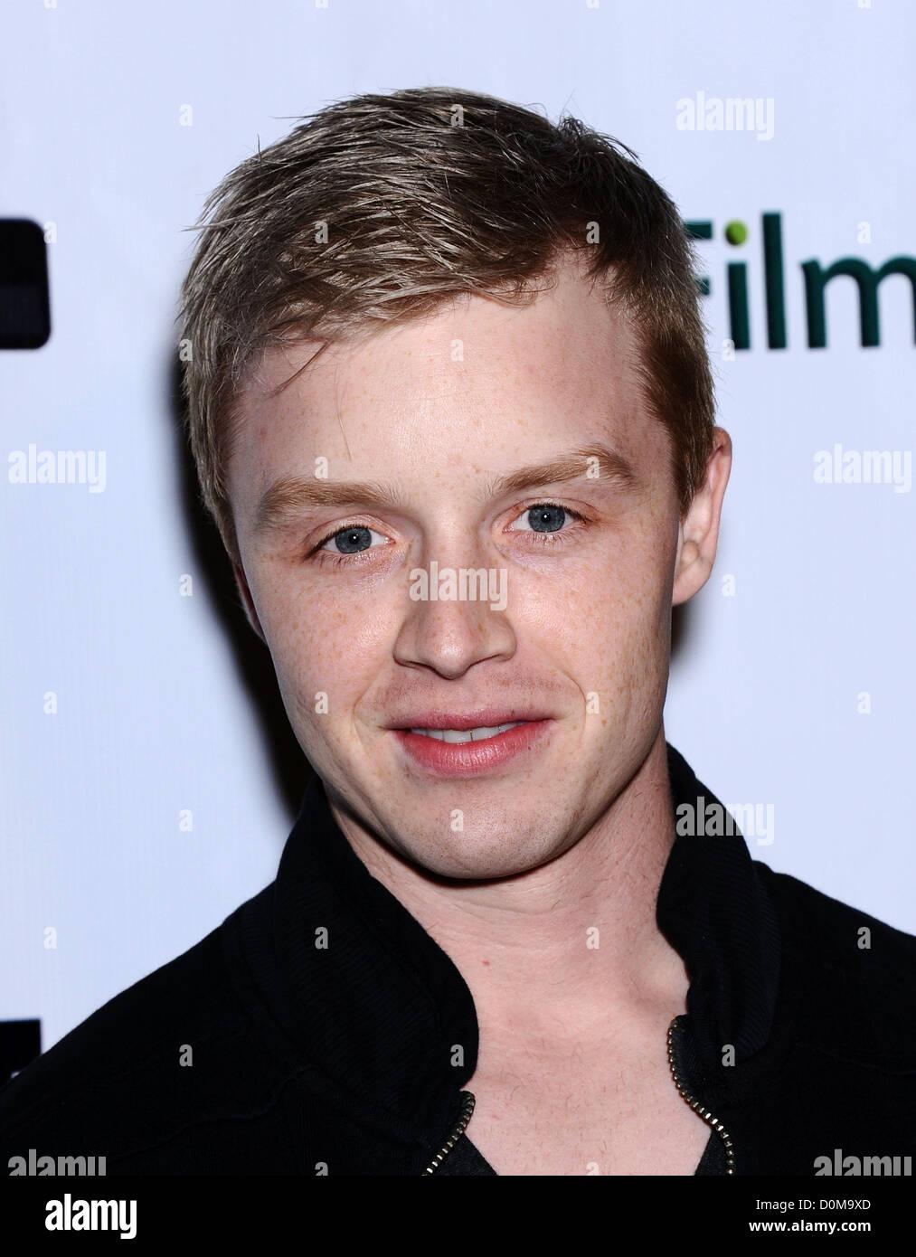 El 26 de noviembre, 2012 - Beverly Hills, California, EE.UU. - Noel Fisher llega para el estreno de la película Imagen De Stock