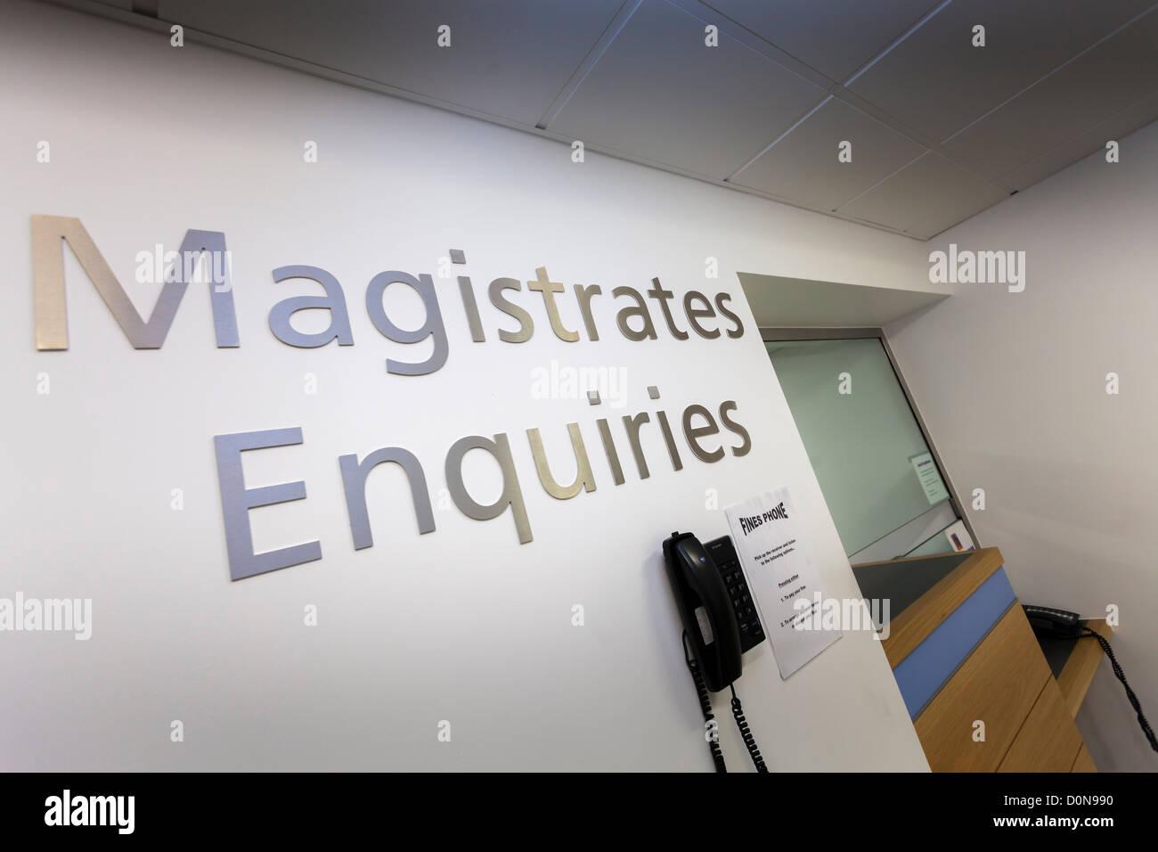 Consultas de magistrados firmar y recepción en Basingstoke Tribunales. Foto de stock